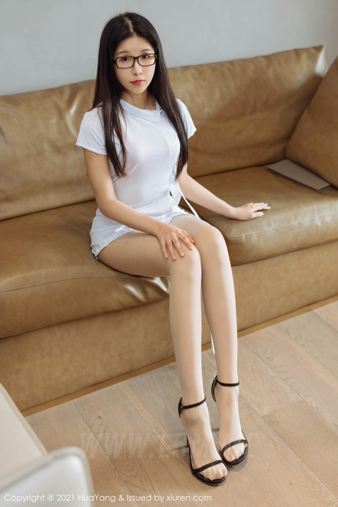 HuaYang 花漾show Vol.389 衬衣眼镜OL 奥莉 朦胧丝袜 - 1