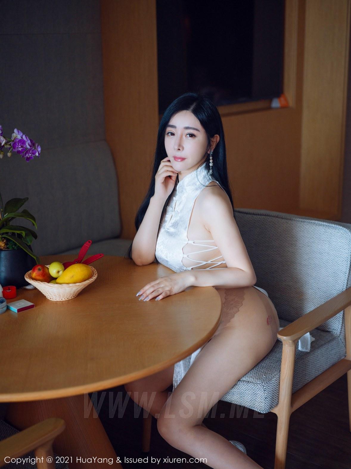 HuaYang 花漾show Vol.392 古典浪漫旗袍 允爾 三亚旅拍写真 - 1