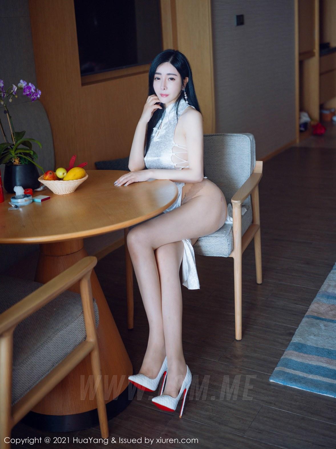 HuaYang 花漾show Vol.392 古典浪漫旗袍 允爾 三亚旅拍写真 - 3