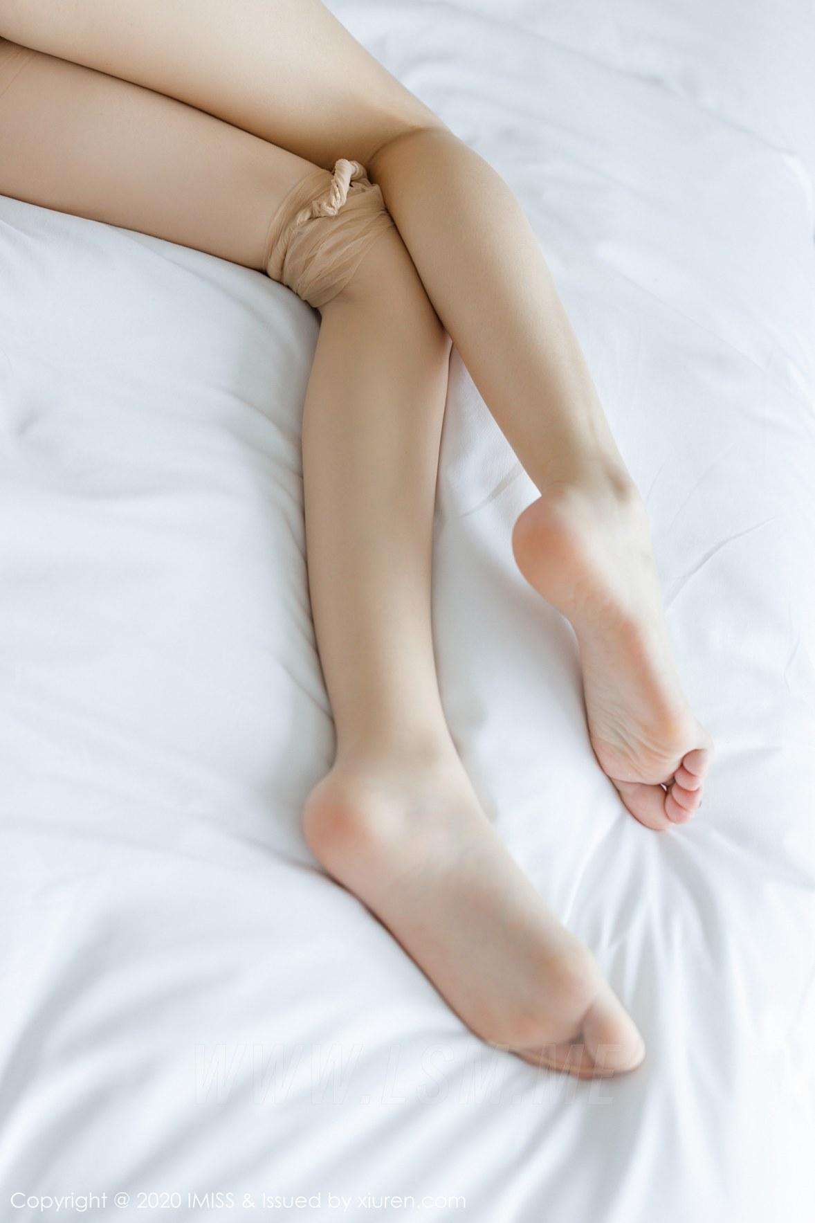 454 056 z7q 3600 5400 - IMiss 爱蜜社 Vol.454 丝袜美腿写真 九月生__ - 爱蜜社 -【免费在线写真】【丽人丝语】