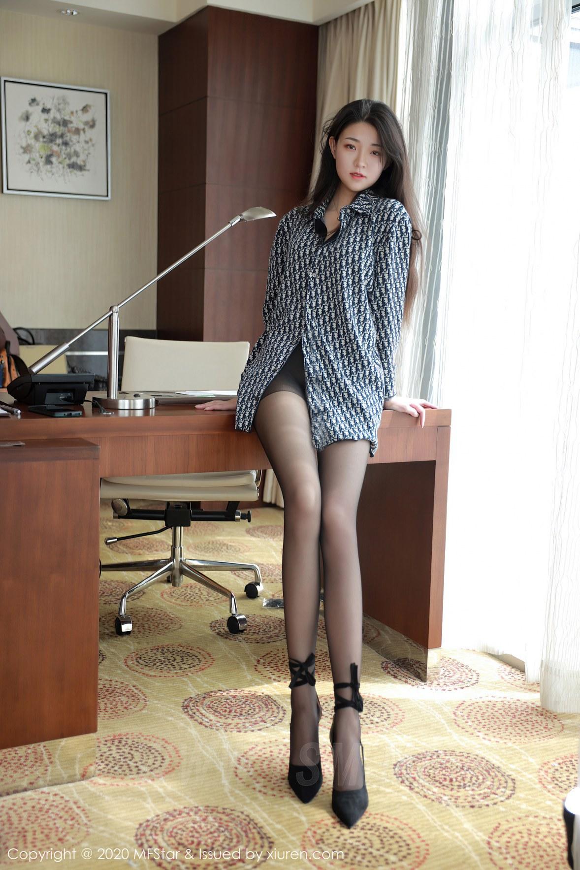 MFStar 模范学院 Vol.374  格子衬衫与黑丝细腿 苏雨彤 - 1