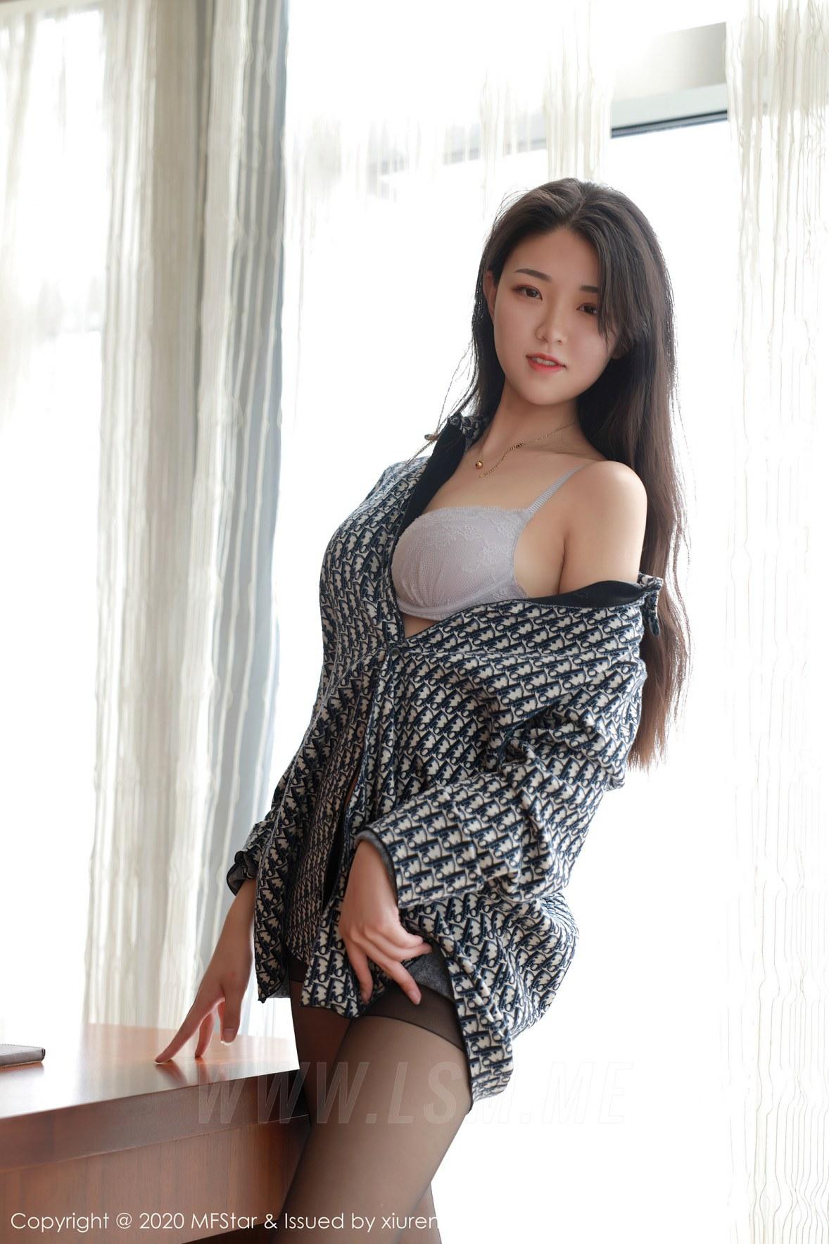 MFStar 模范学院 Vol.374  格子衬衫与黑丝细腿 苏雨彤 - 2