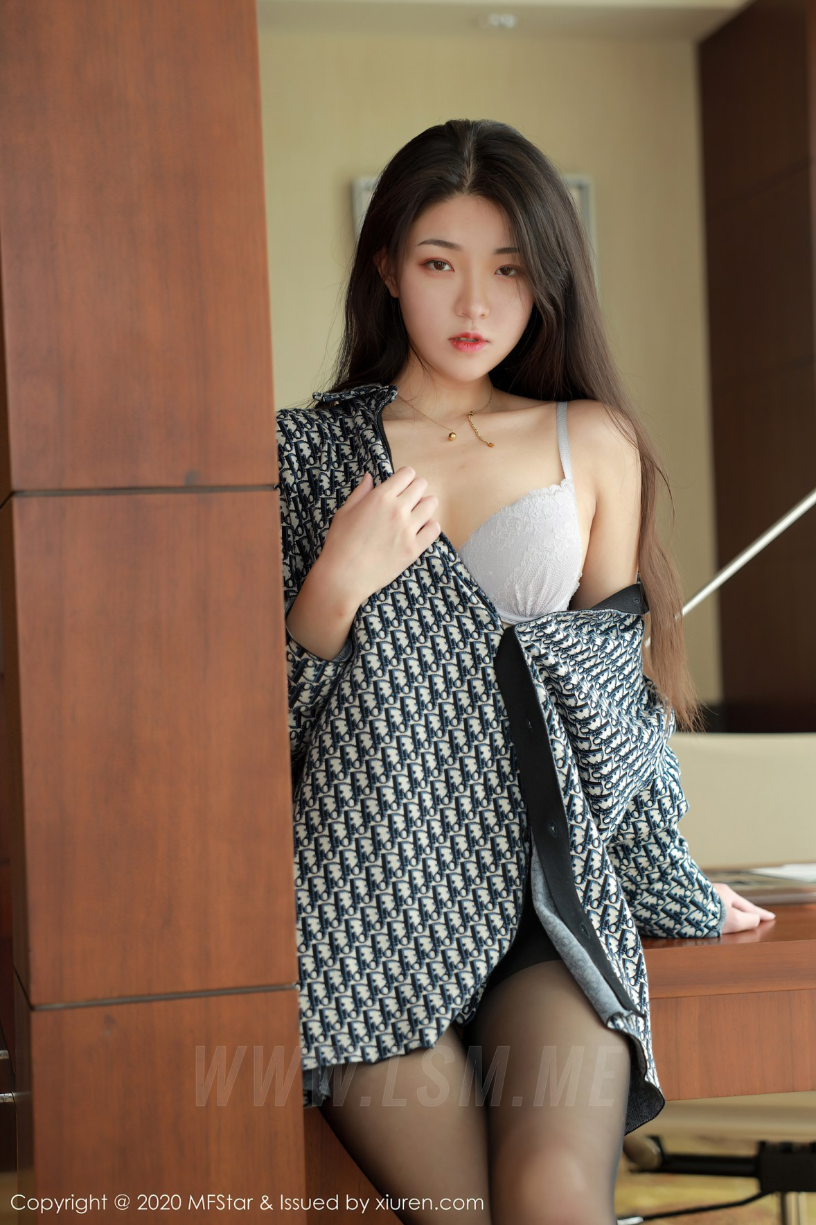 MFStar 模范学院 Vol.374  格子衬衫与黑丝细腿 苏雨彤 - 3