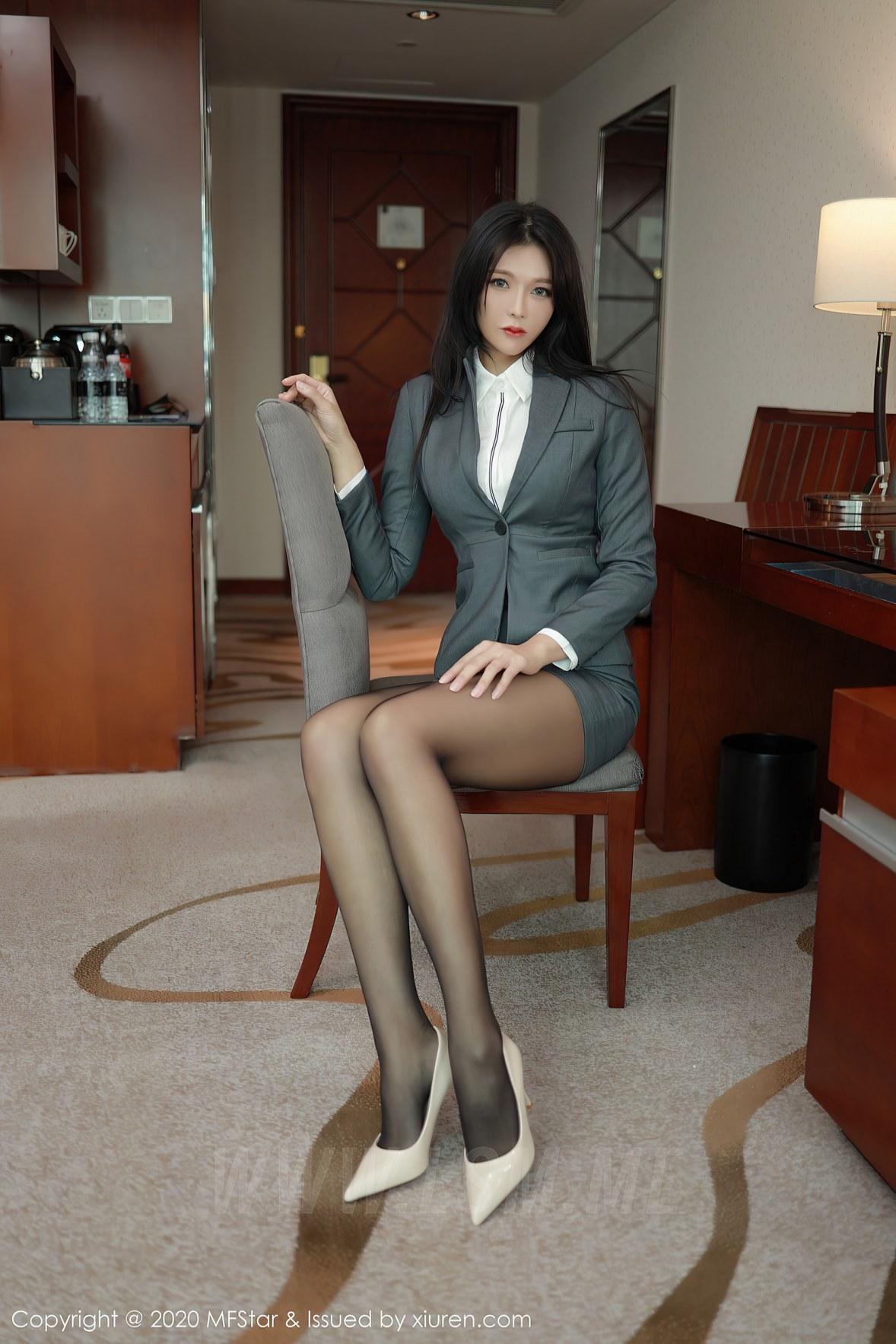 MFStar 模范学院 Vol.426  性感短裙爆乳 娜比 - 2
