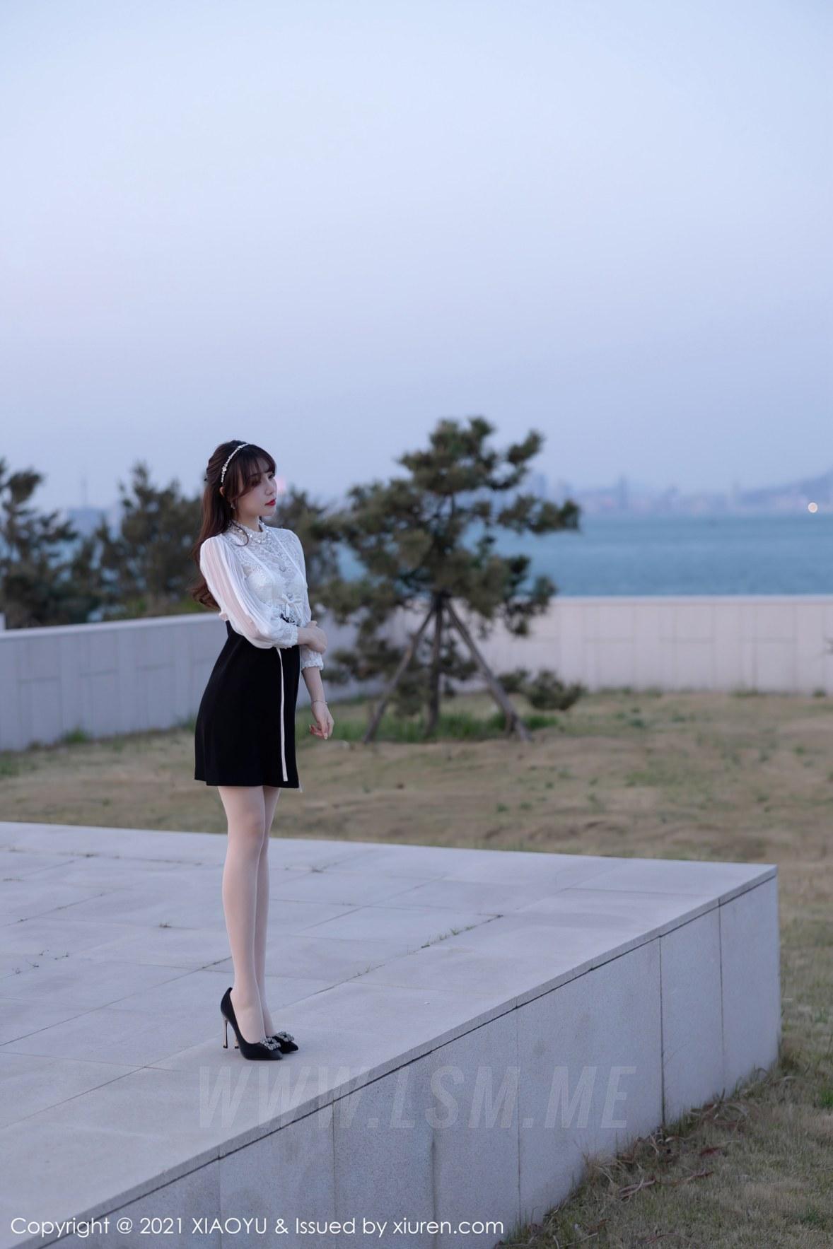 XIAOYU  语画界 Vol.534 都市OL服饰 芝芝Booty 青岛旅拍写真 - 2