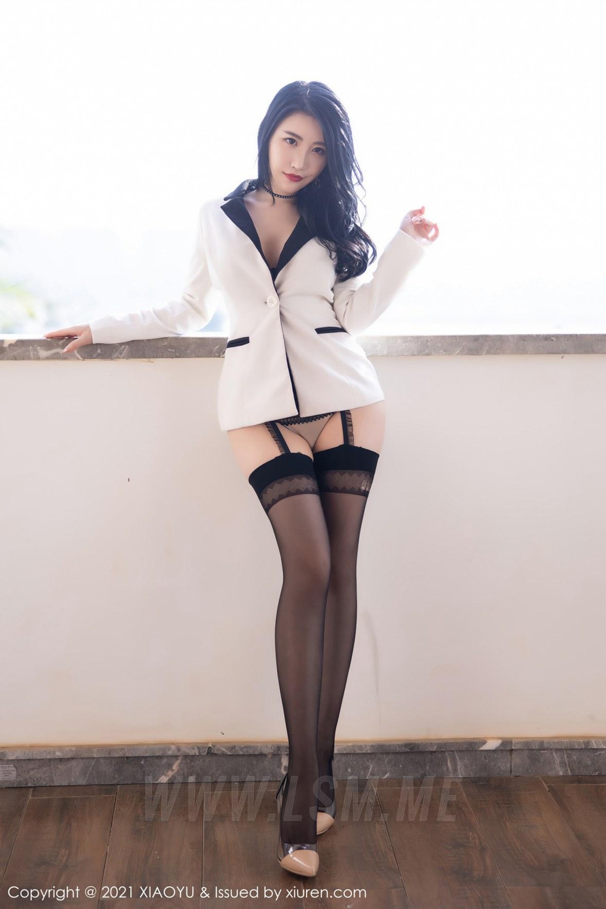 XIAOYU  语画界 Vol.537 深V镂空服饰 绯月樱-Cherry 西双版纳旅拍写真 - 1