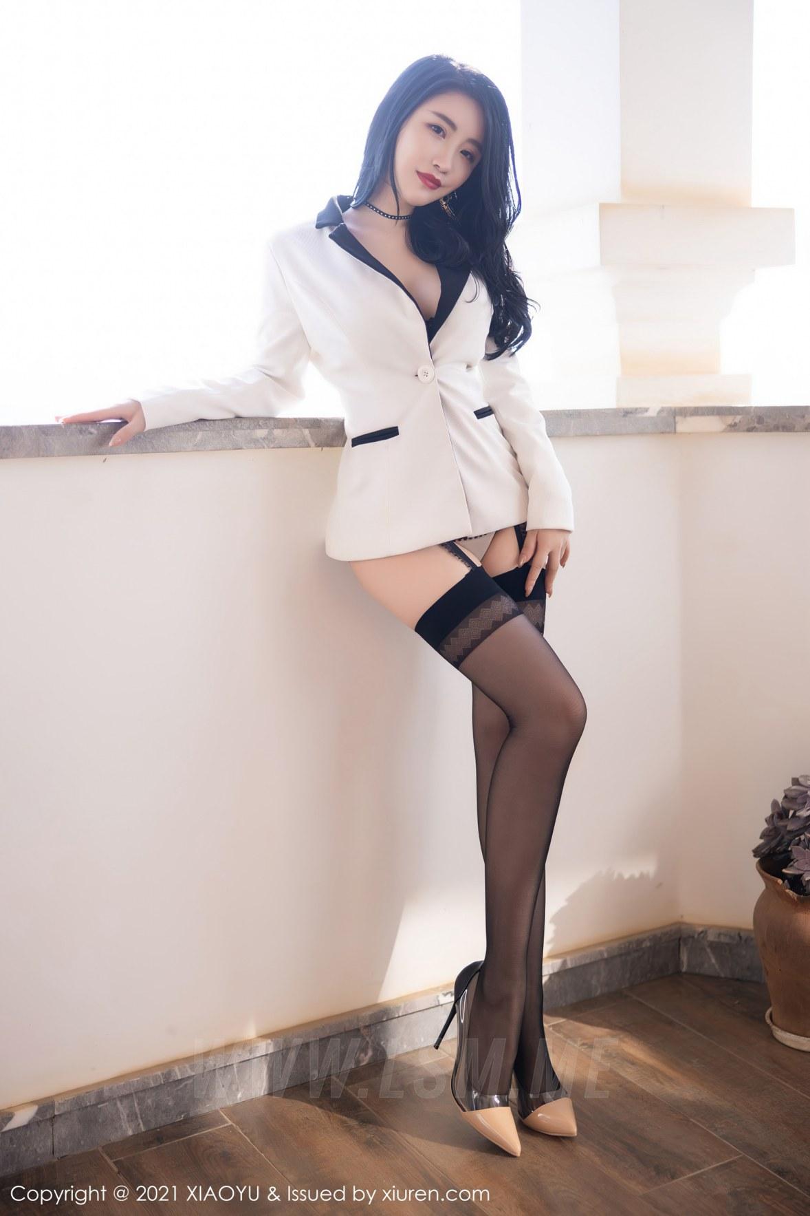 XIAOYU  语画界 Vol.537 深V镂空服饰 绯月樱-Cherry 西双版纳旅拍写真 - 4