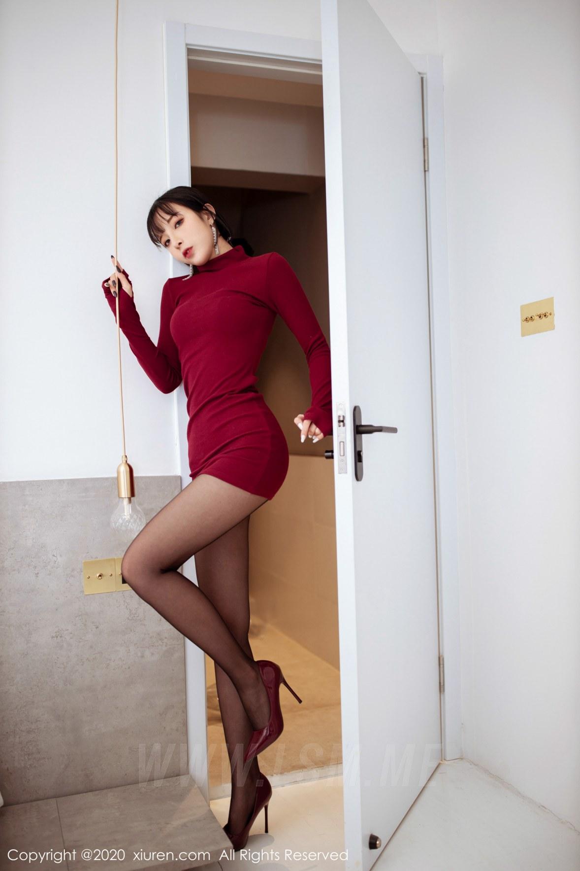 XiuRen 秀人 No.1968 红色高领毛衣 + 高跟黑丝 陈小喵 新图上架 - 1