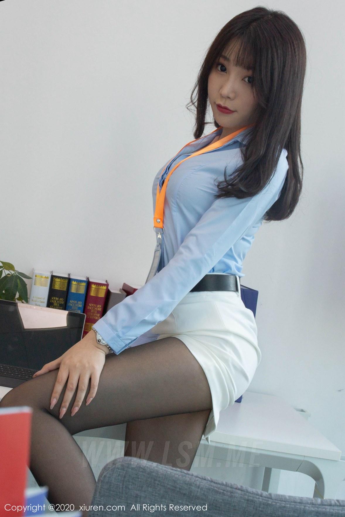 XiuRen 秀人 No.2047 皮鞭SM捆绑 芝芝Booty 办公室主题写真 - 1