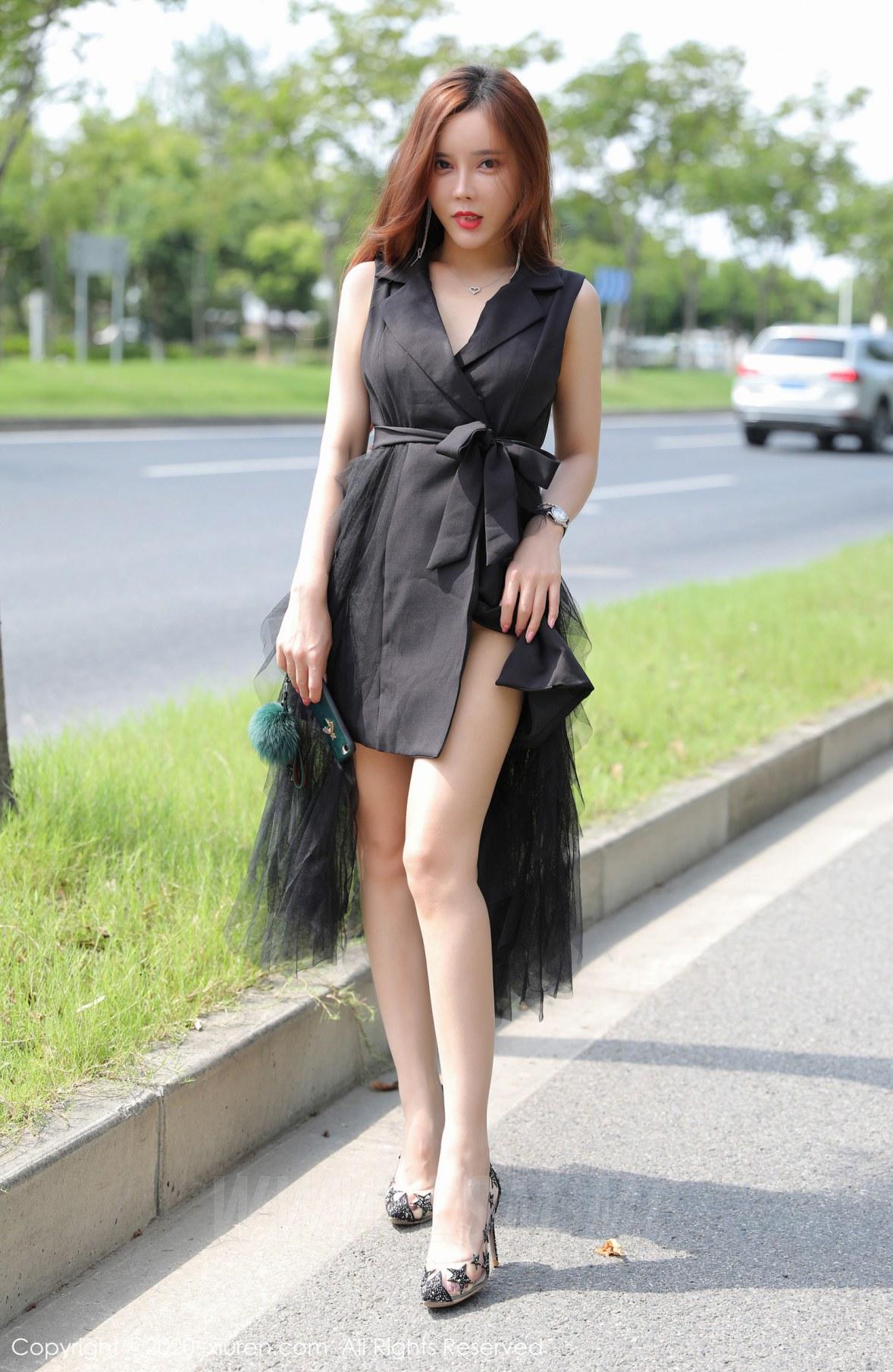 XiuRen 秀人 No.2048 户外大胆外拍性感写真 艾小青 - 2