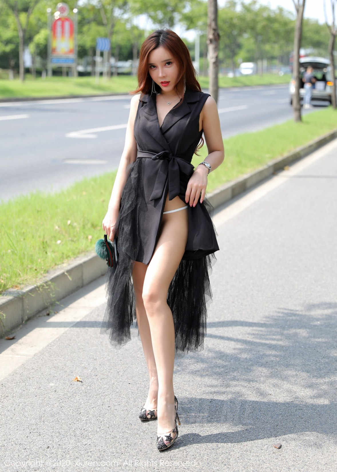 XiuRen 秀人 No.2048 户外大胆外拍性感写真 艾小青 - 3