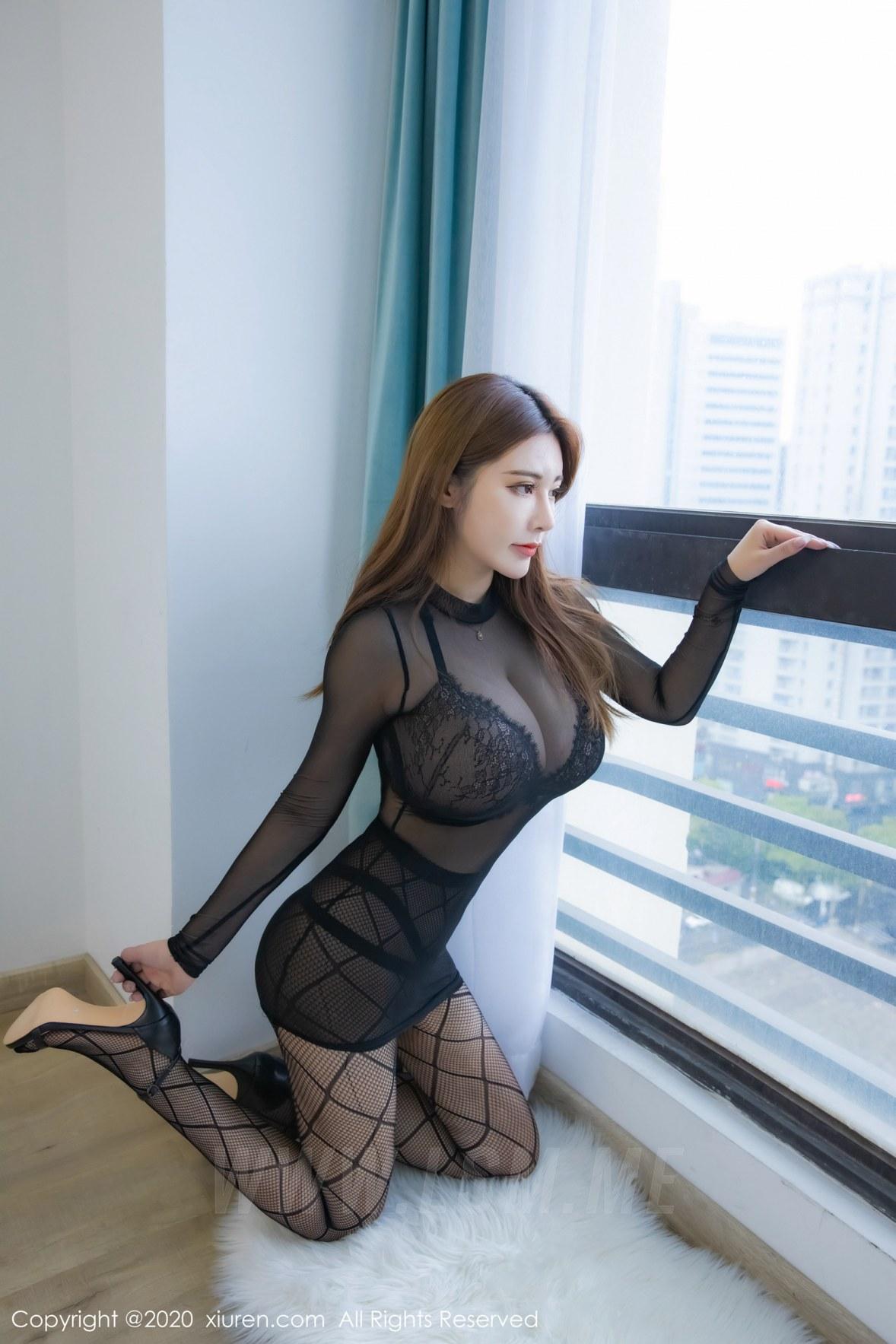 XiuRen 秀人 No.2183  巨乳大胸诱惑 软软Roro 魅惑网袜性感写真 - 2