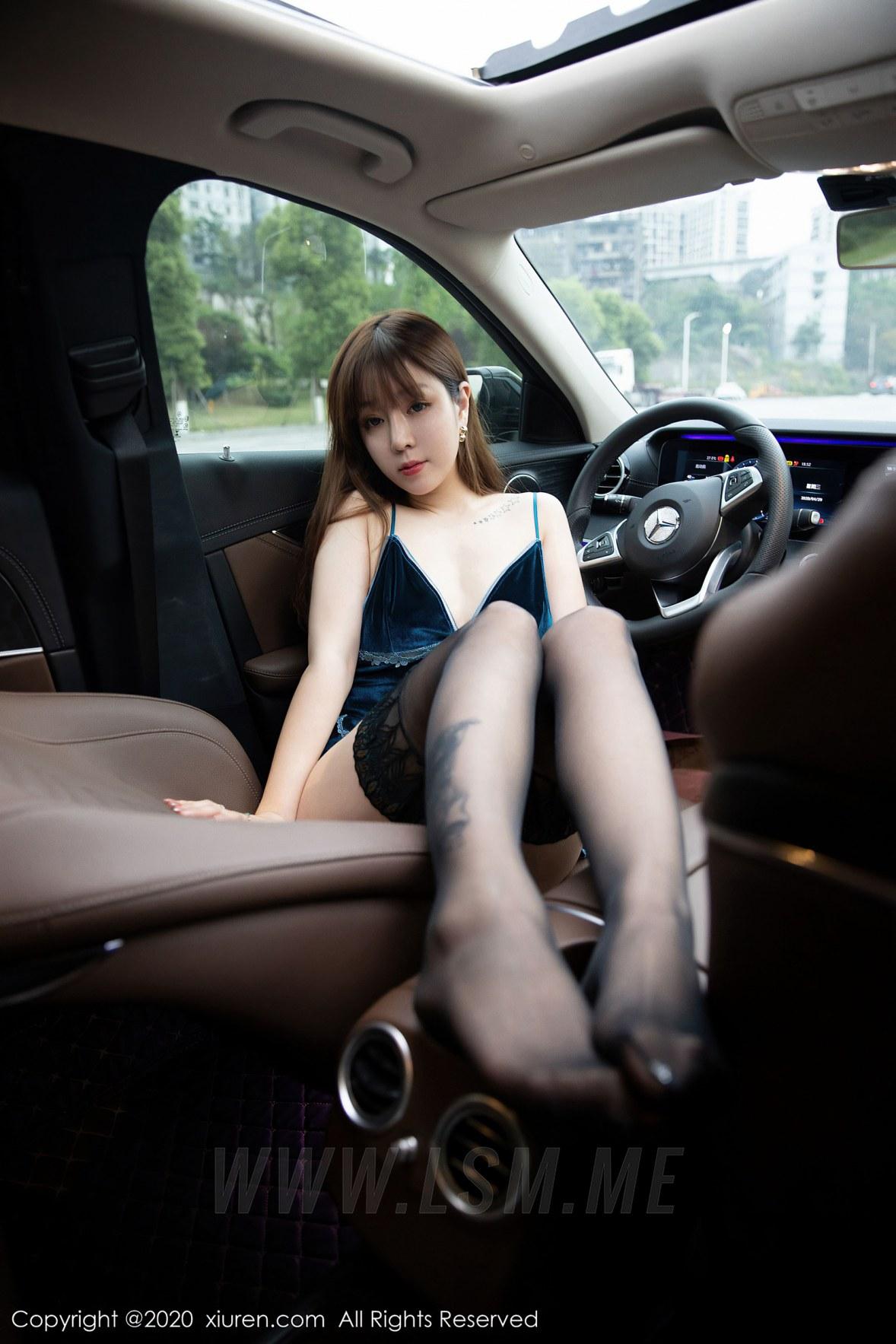 XiuRen 秀人 No.2317 王雨纯 性感车模 - 2