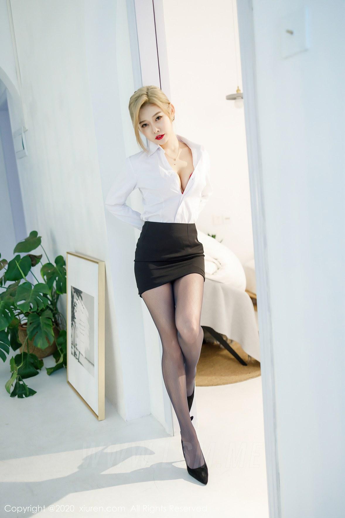 XiuRen 秀人 No.2466 短裙职业黑丝ol luvian本能 - 2