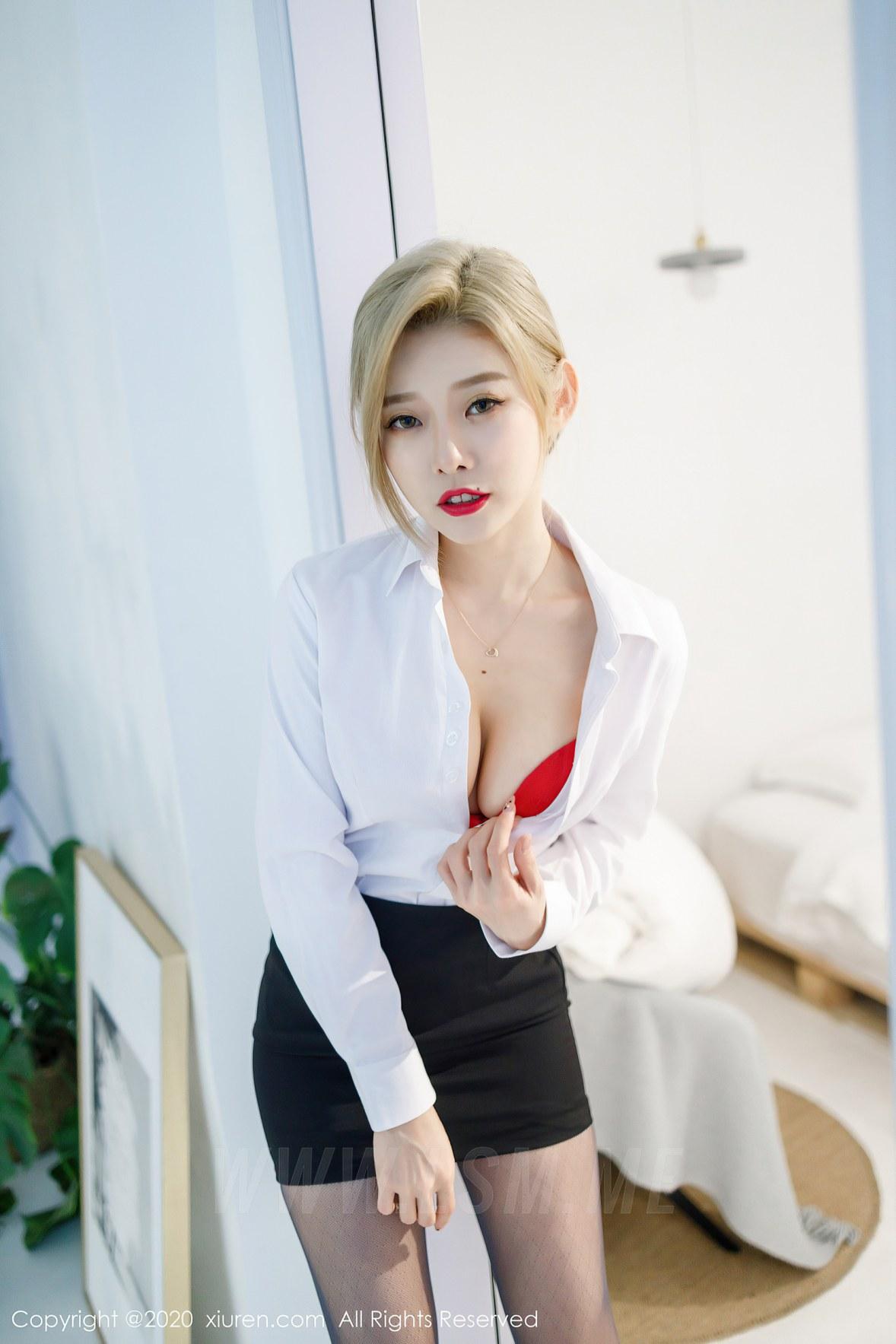 XiuRen 秀人 No.2466 短裙职业黑丝ol luvian本能 - 4