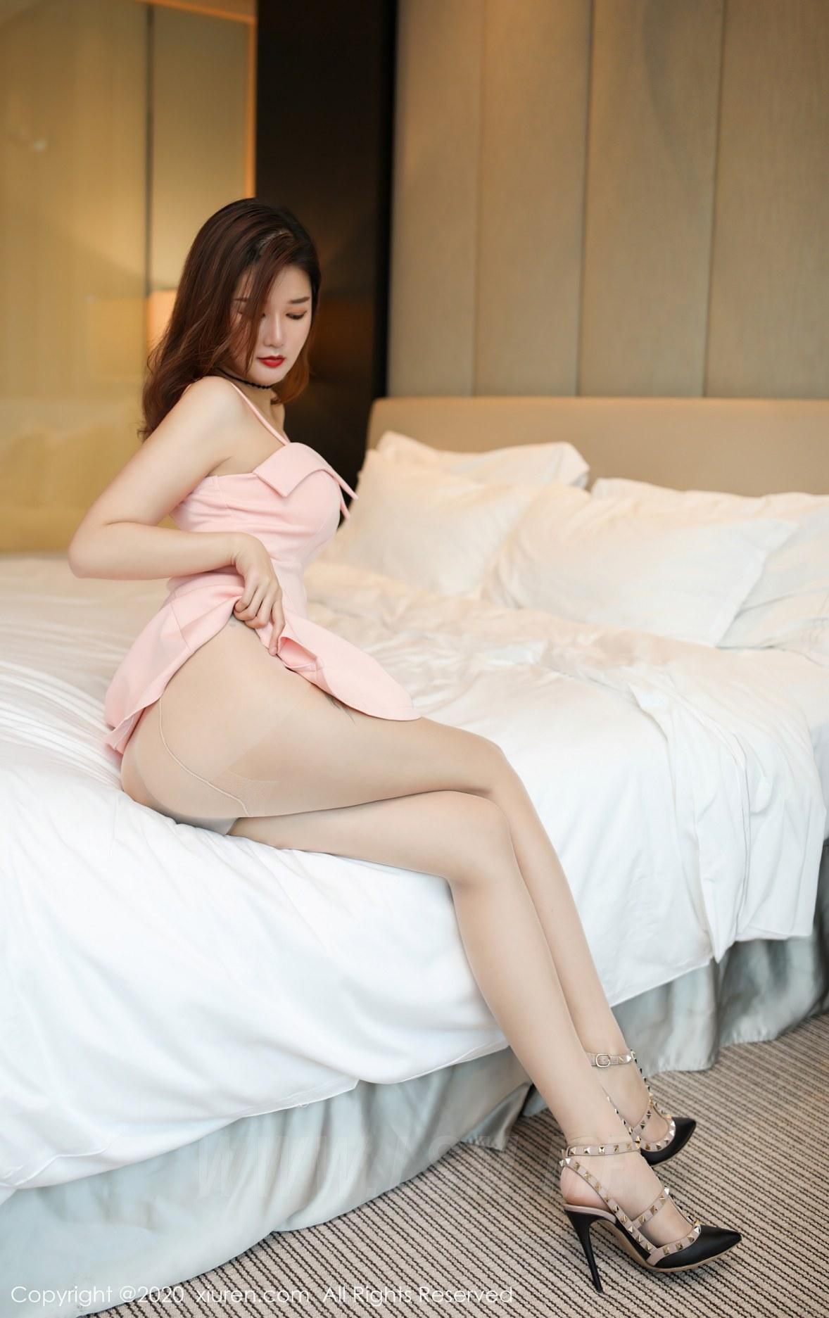 XiuRen 秀人 No.2574  真空朦胧丝袜 文芮jeninfer 粉色吊裙 - 4