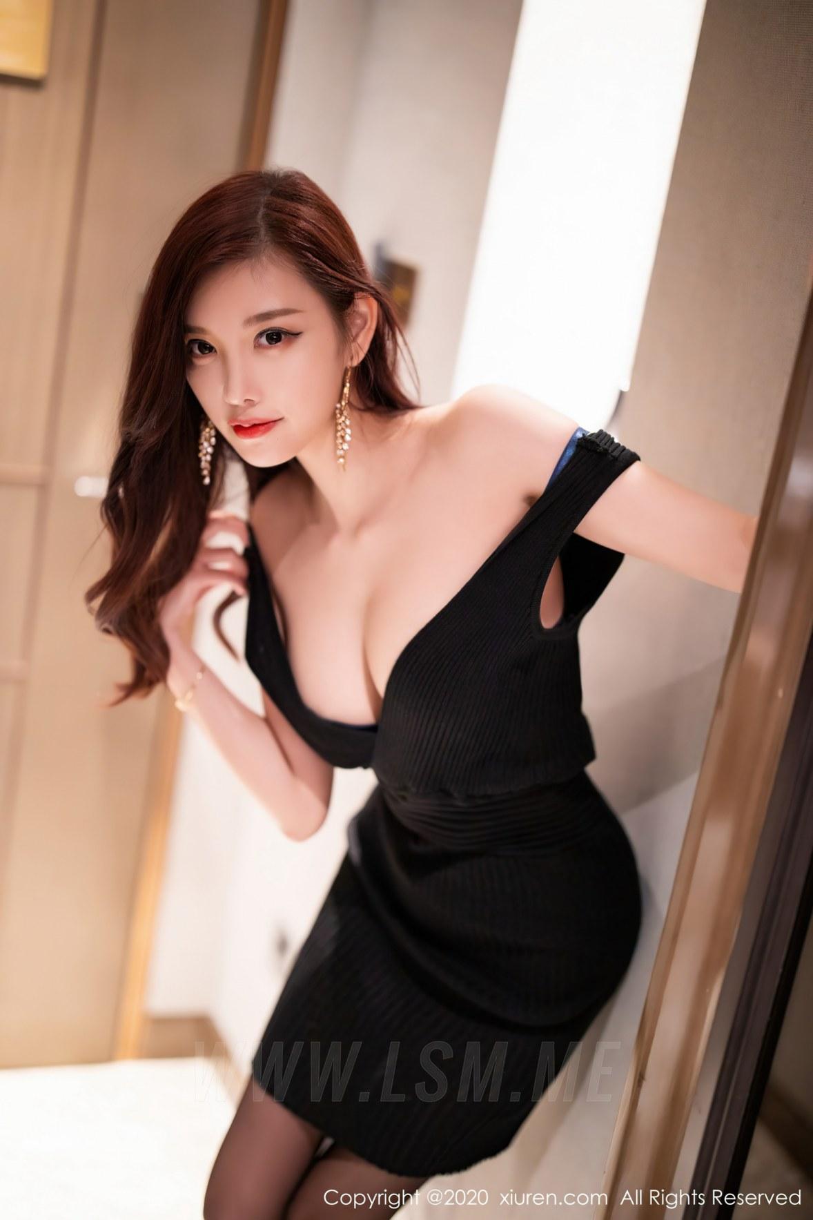XiuRen 秀人 No.2704 杨晨晨 娇柔欲滴黑丝 - 2