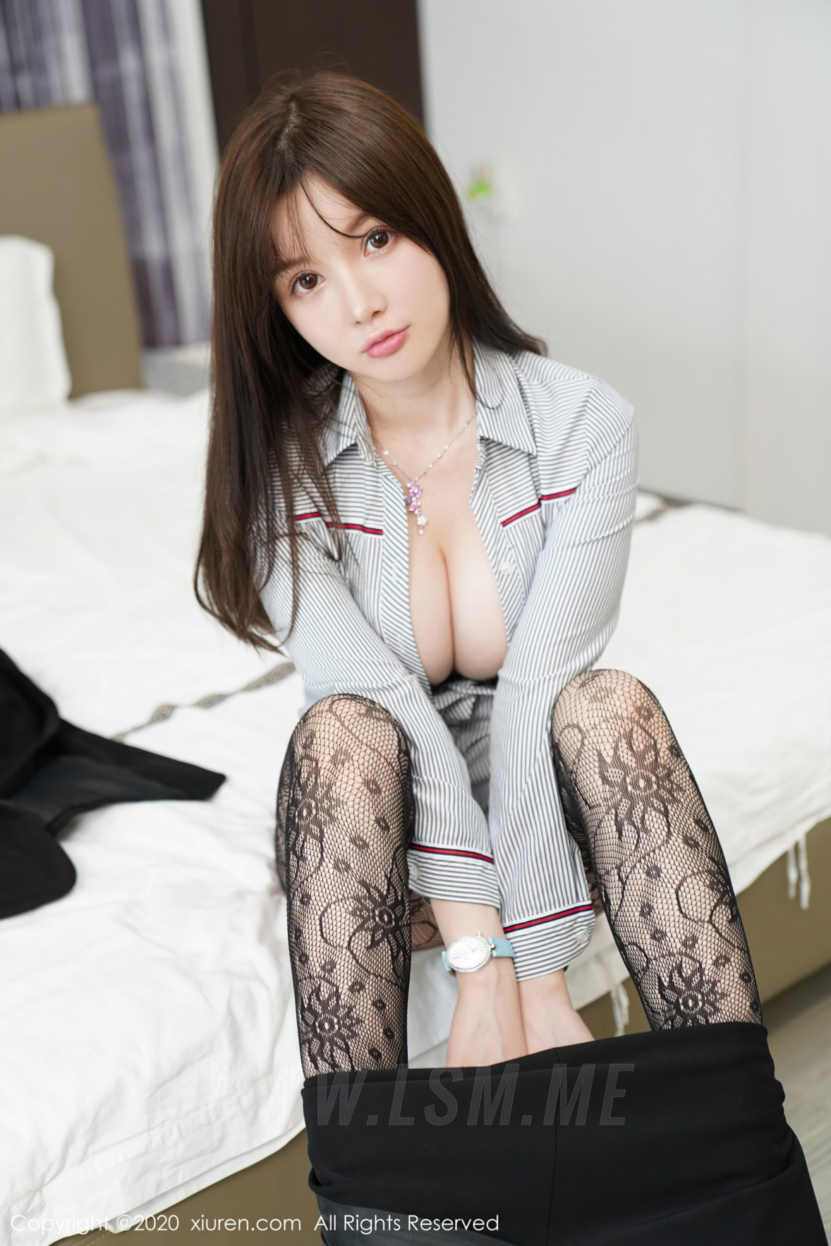 XiuRen 秀人 No.2725 网袜巨乳 糯美子 职场制服 - 1