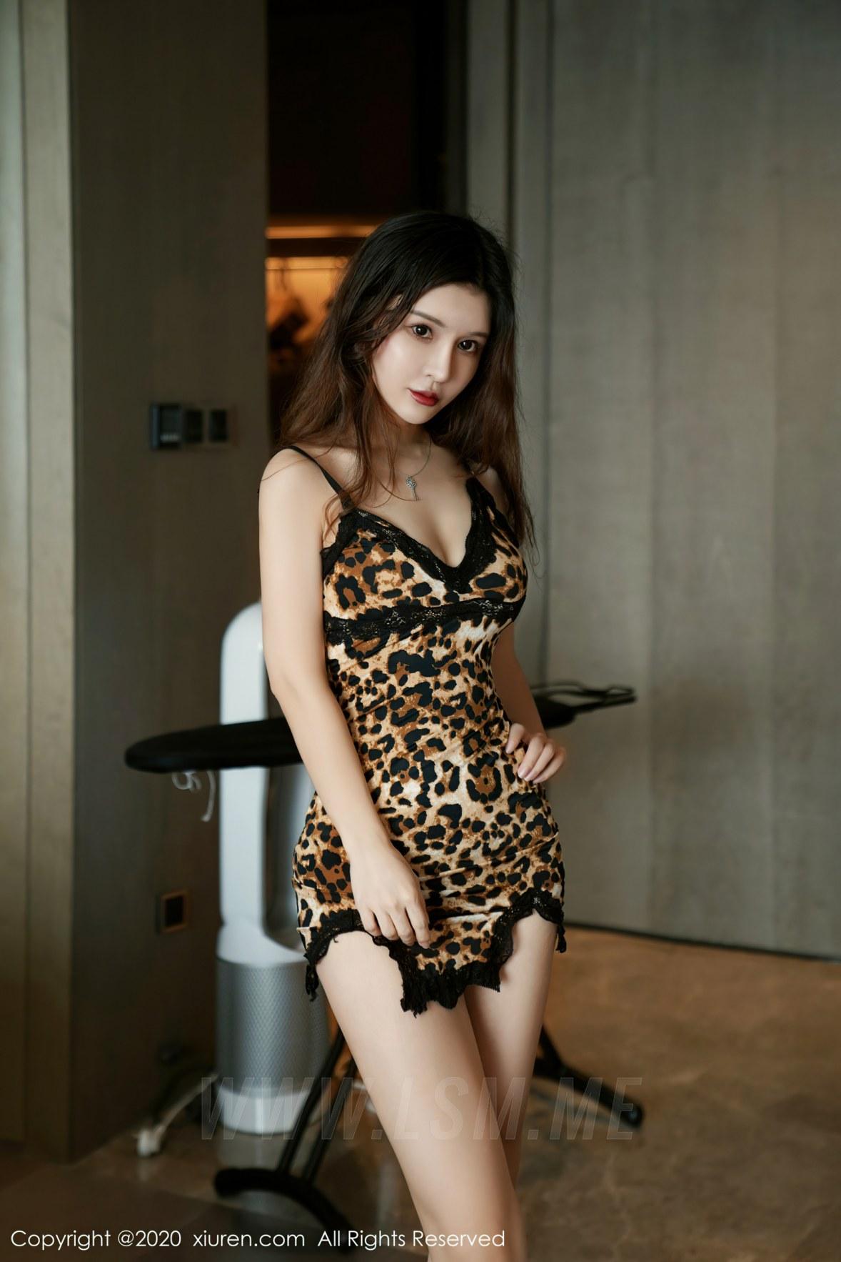 XiuRen 秀人 No.2761 狂野豹纹吊裙 张雨萌 - 1