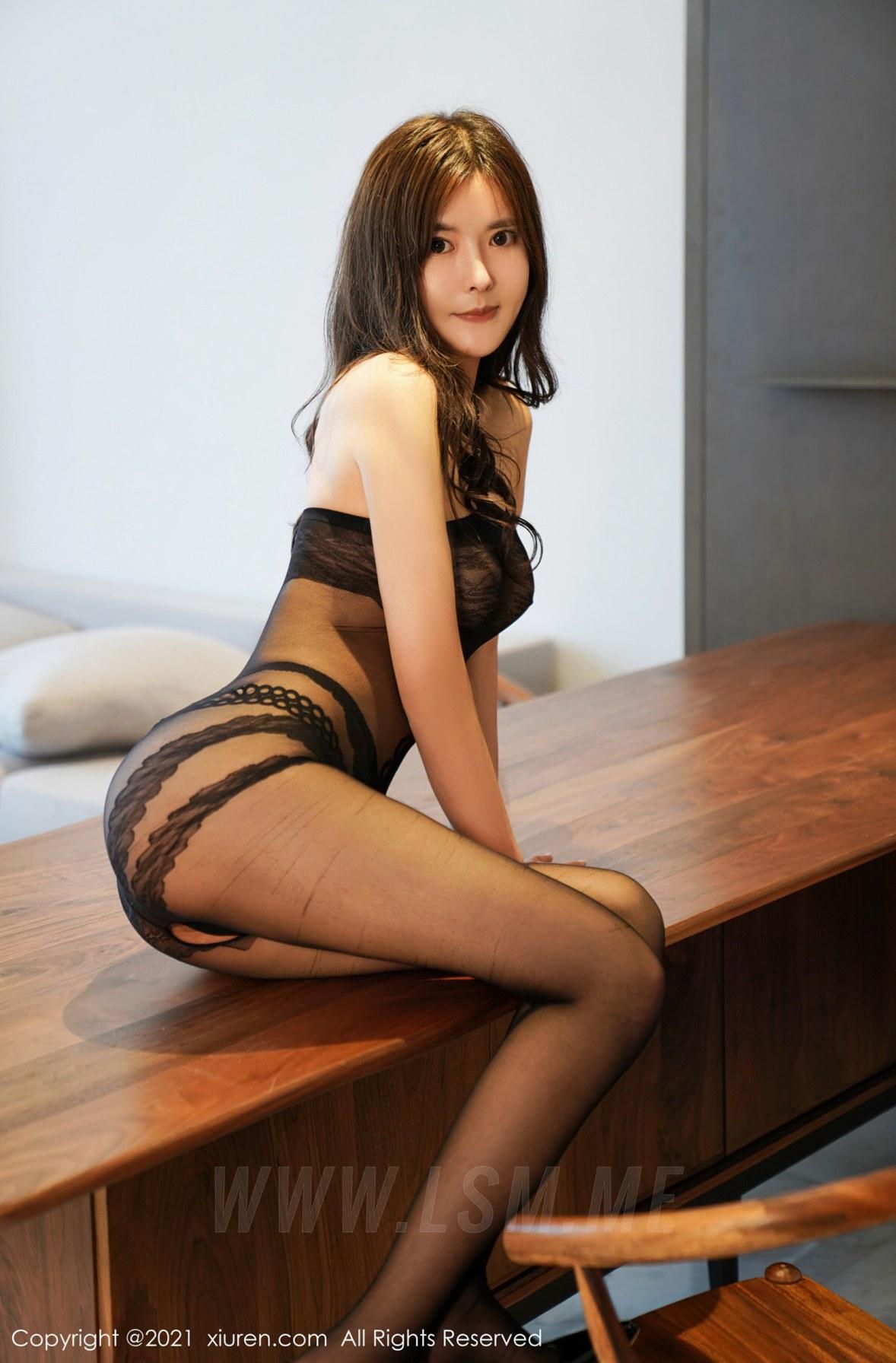 XiuRen 秀人 No.3072  白露小猪 黑丝紧身衣 - 2