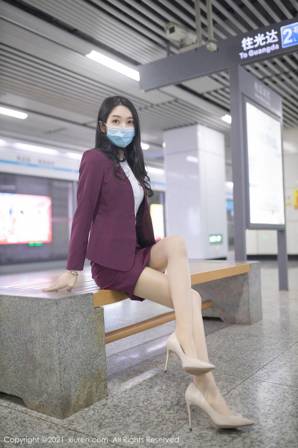 XiuRen 秀人 No.3092  angela小热巴 末班地铁酒红色职业 - 2