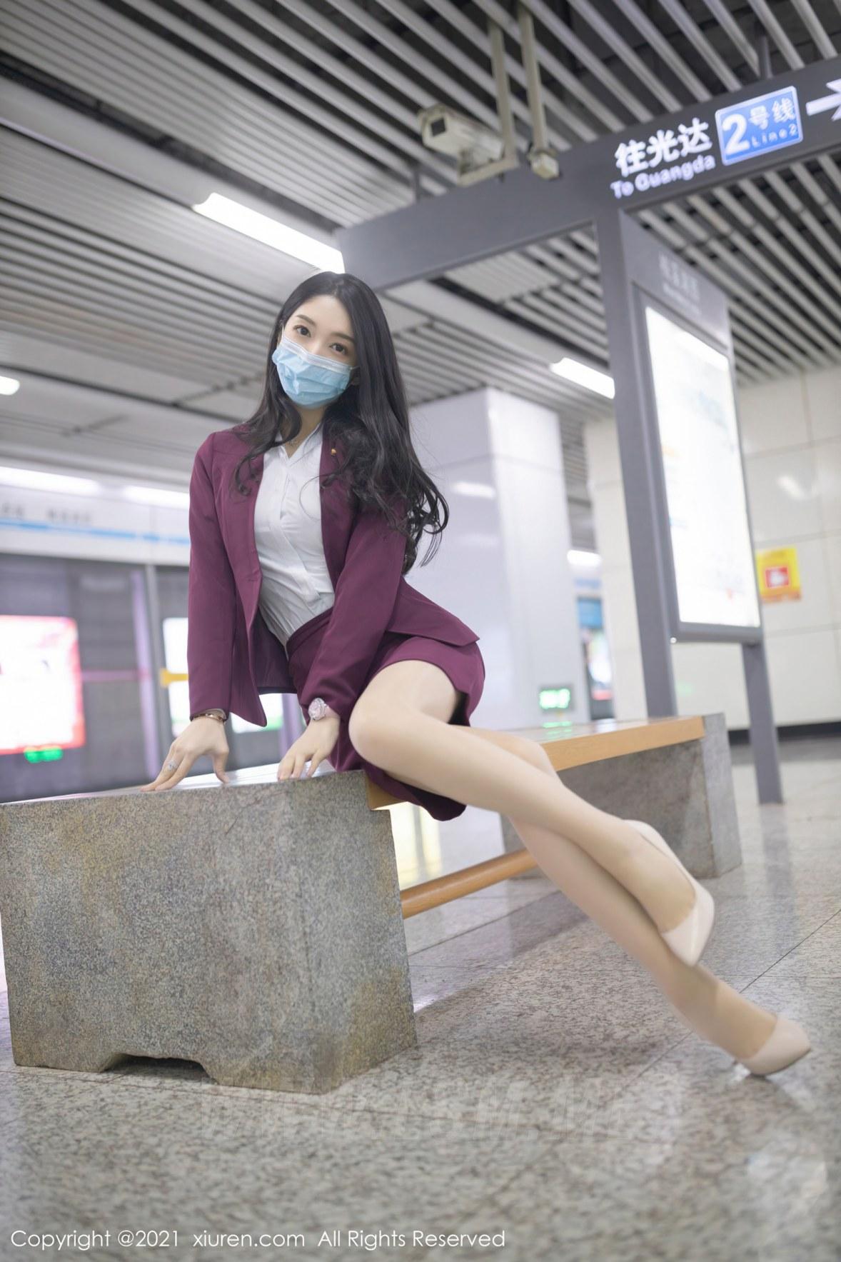 XiuRen 秀人 No.3092  angela小热巴 末班地铁酒红色职业 - 3