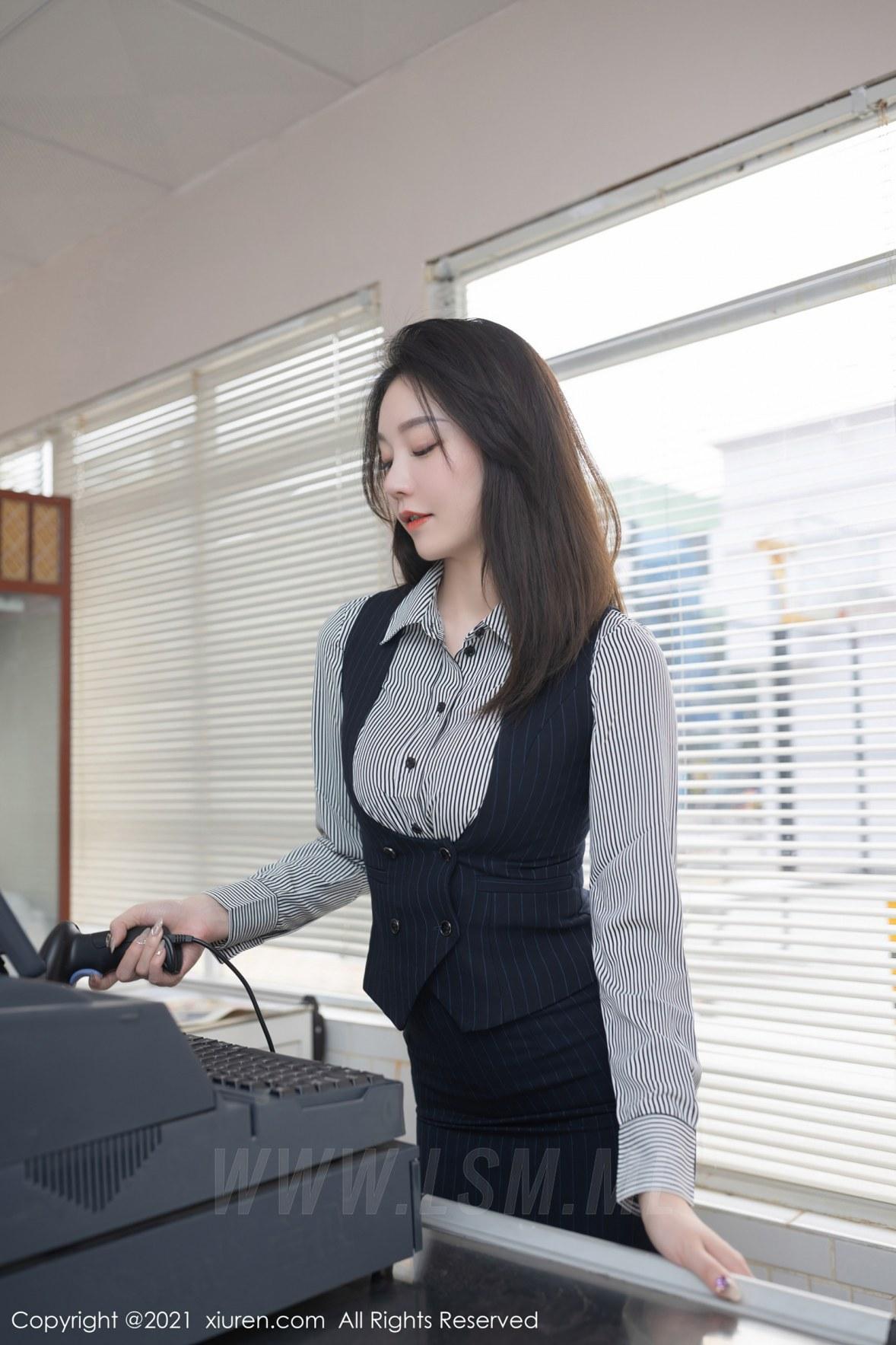 XiuRen 秀人 No.3123  安然 条纹衬衫职业装 - 1