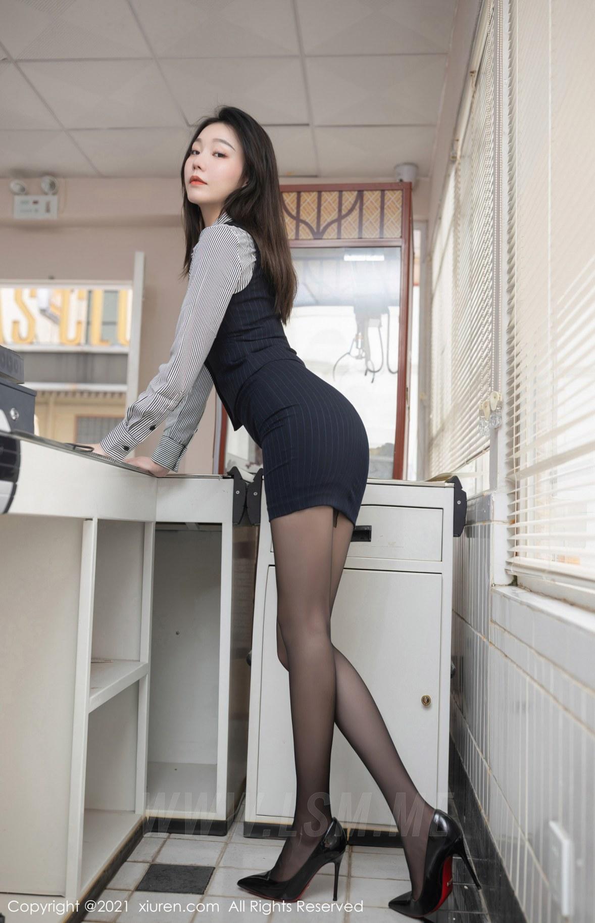 XiuRen 秀人 No.3123  安然 条纹衬衫职业装 - 2