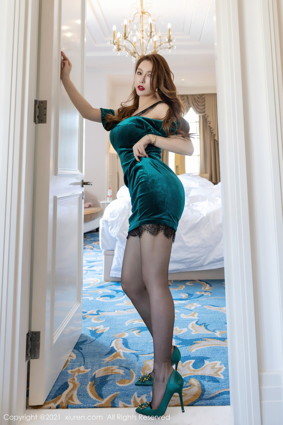 XiuRen 秀人 No.3233 蕾丝礼裙  Egg_尤妮丝 厦门旅拍写真 - 4