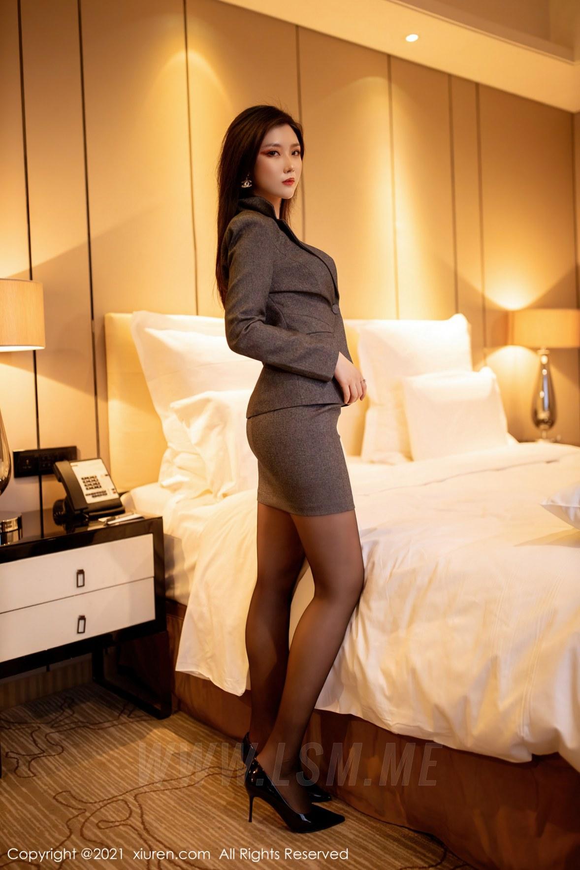 XiuRen 秀人 No.3238  职场西装  刘艾琳Allen  新人模特 - 1