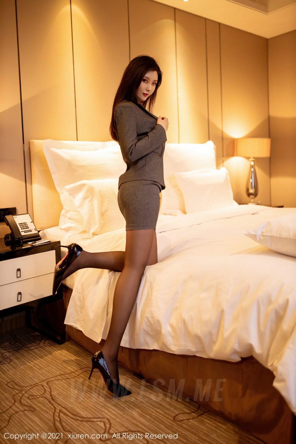 XiuRen 秀人 No.3238  职场西装  刘艾琳Allen  新人模特 - 3