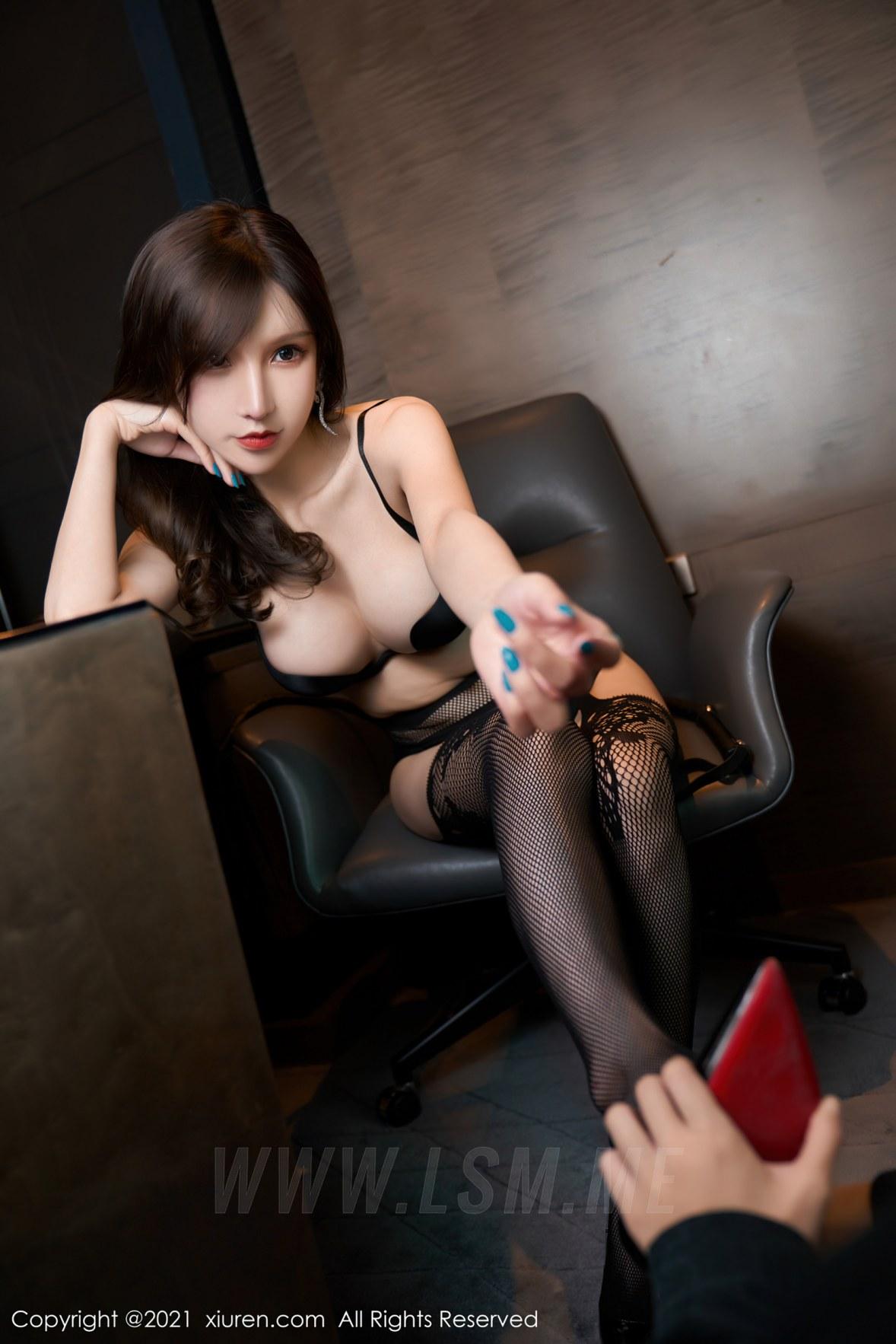 XiuRen 秀人 No.3254   魅惑黑色皮裙 周于希Sandy 极致网袜 - 4