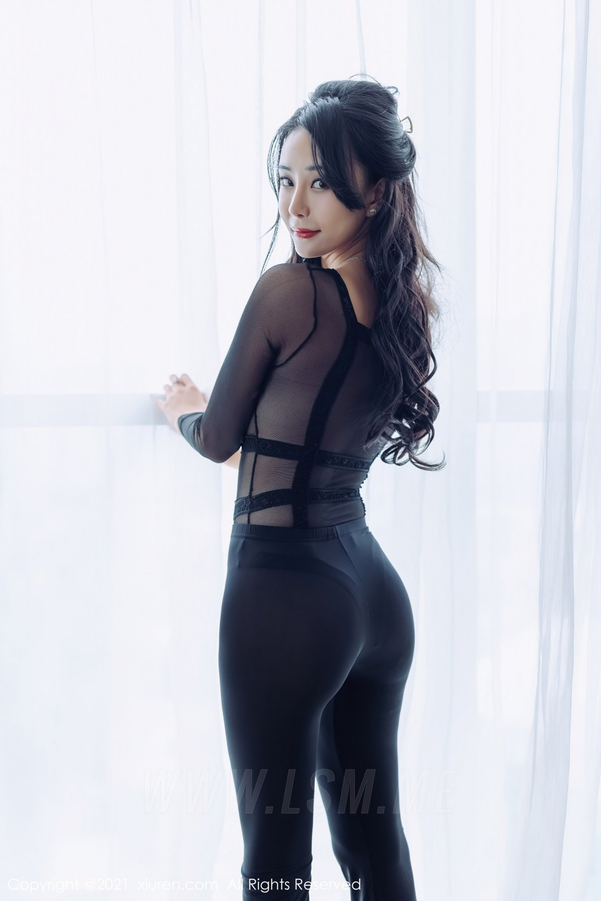 XiuRen 秀人 No.3319  紧身裤性感写真 蓝夏Akasha 黑色服饰 - 2