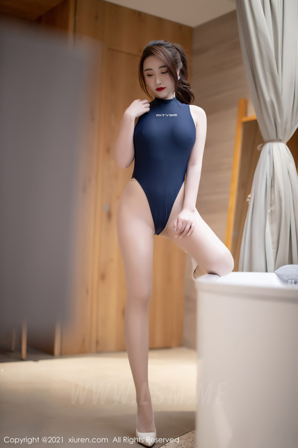 XiuRen 秀人 No.3327 日系死库水 Cherry绯月樱 蓝浴室中淋漓... - 1