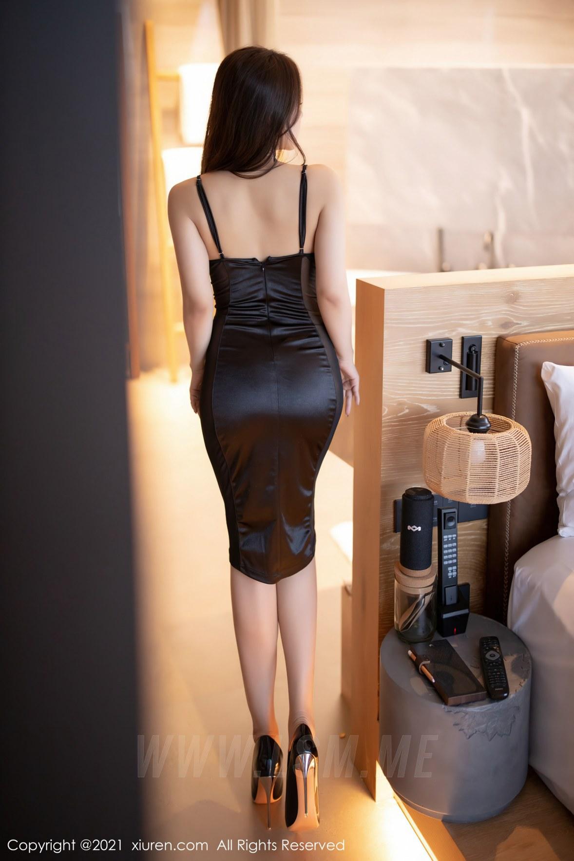 XiuRen 秀人 No.3465  黑色吊裙 徐安安 三亚旅拍写真 - 2