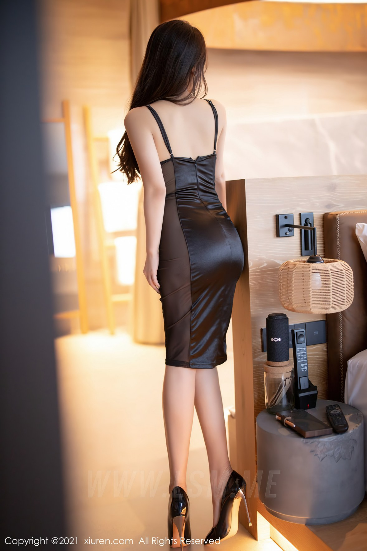 XiuRen 秀人 No.3465  黑色吊裙 徐安安 三亚旅拍写真 - 3