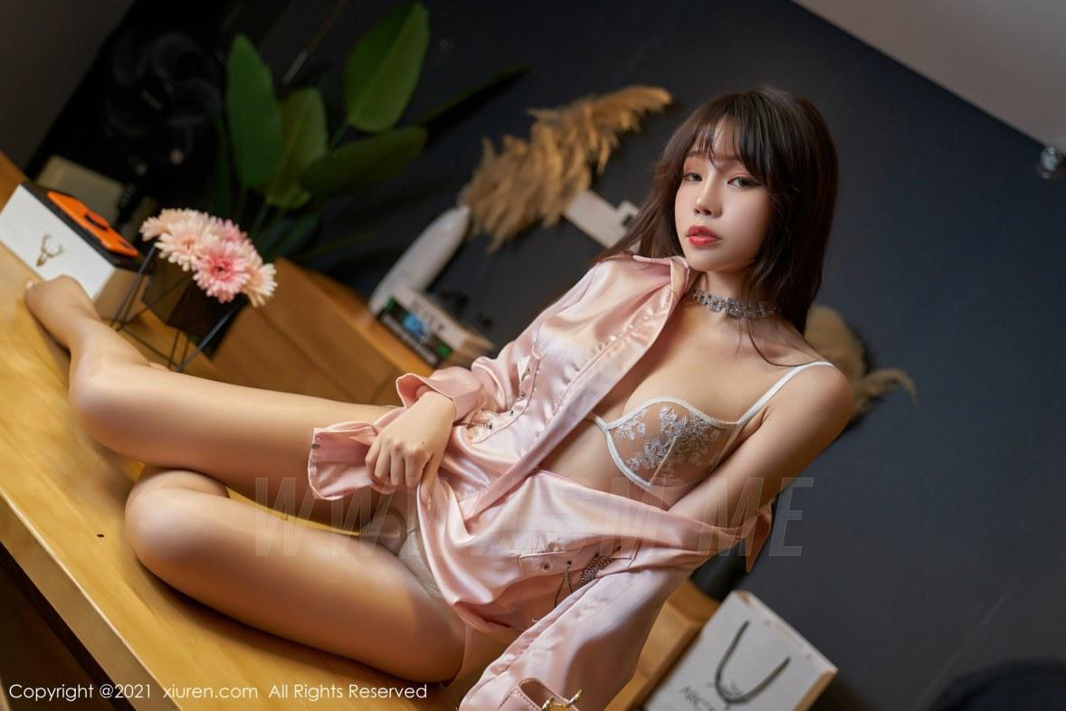 XiuRen 秀人 No.3466  粉色服饰与魅惑丝袜 芝芝Booty 性感写真 - 4