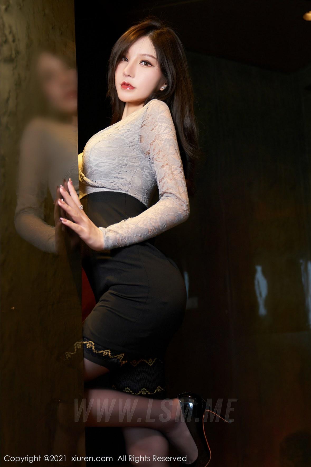 XiuRen 秀人 No.3490  蕾丝内衣 周于希Sandy 杭州心愿旅拍写真 - 1