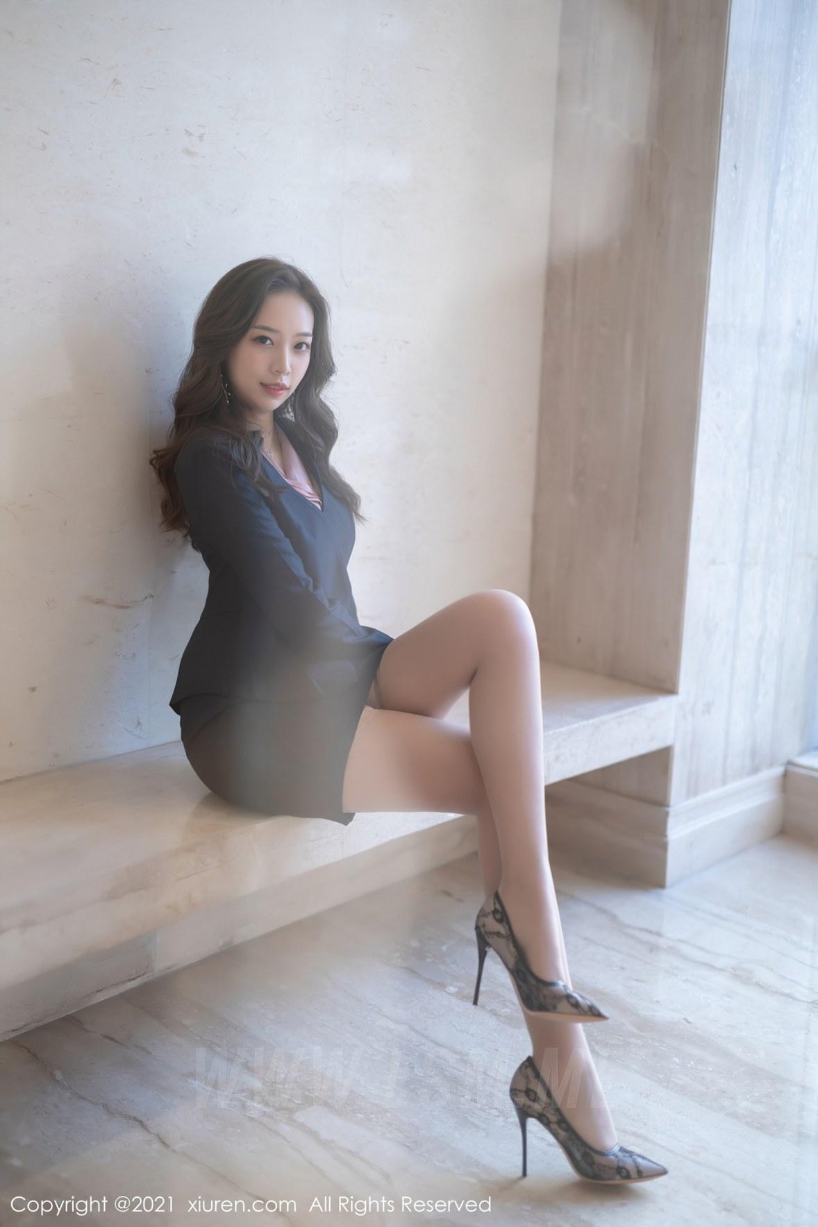 XiuRen 秀人 No.3502  的职场制服OL 郑颖姗 性感写真 - 4