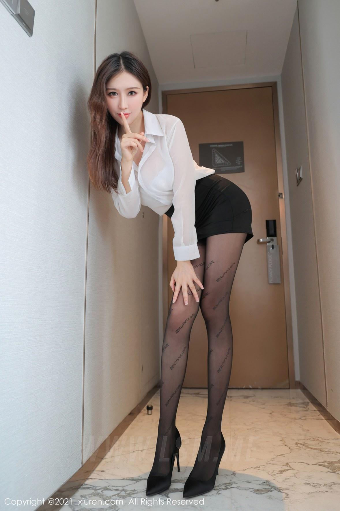 XiuRen 秀人 No.3635 黑短裙秘书OL 月音瞳 性感写真3 - 2