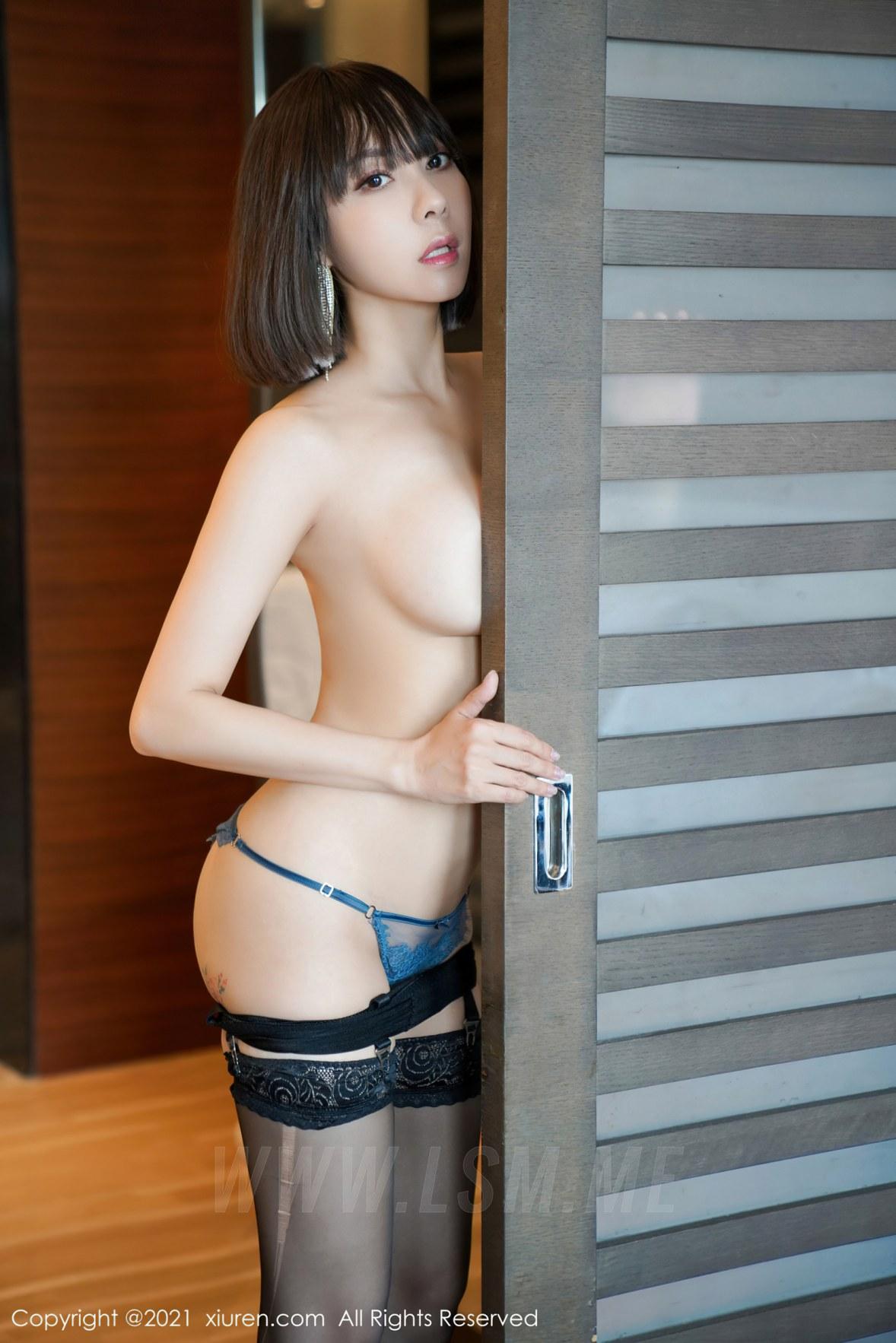 3652 049 474 3603 5400 - XiuRen 秀人 No.3652 深V吊裙 果儿Victoria 北京旅拍3 - 秀人网 -【免费在线写真】【丽人丝语】