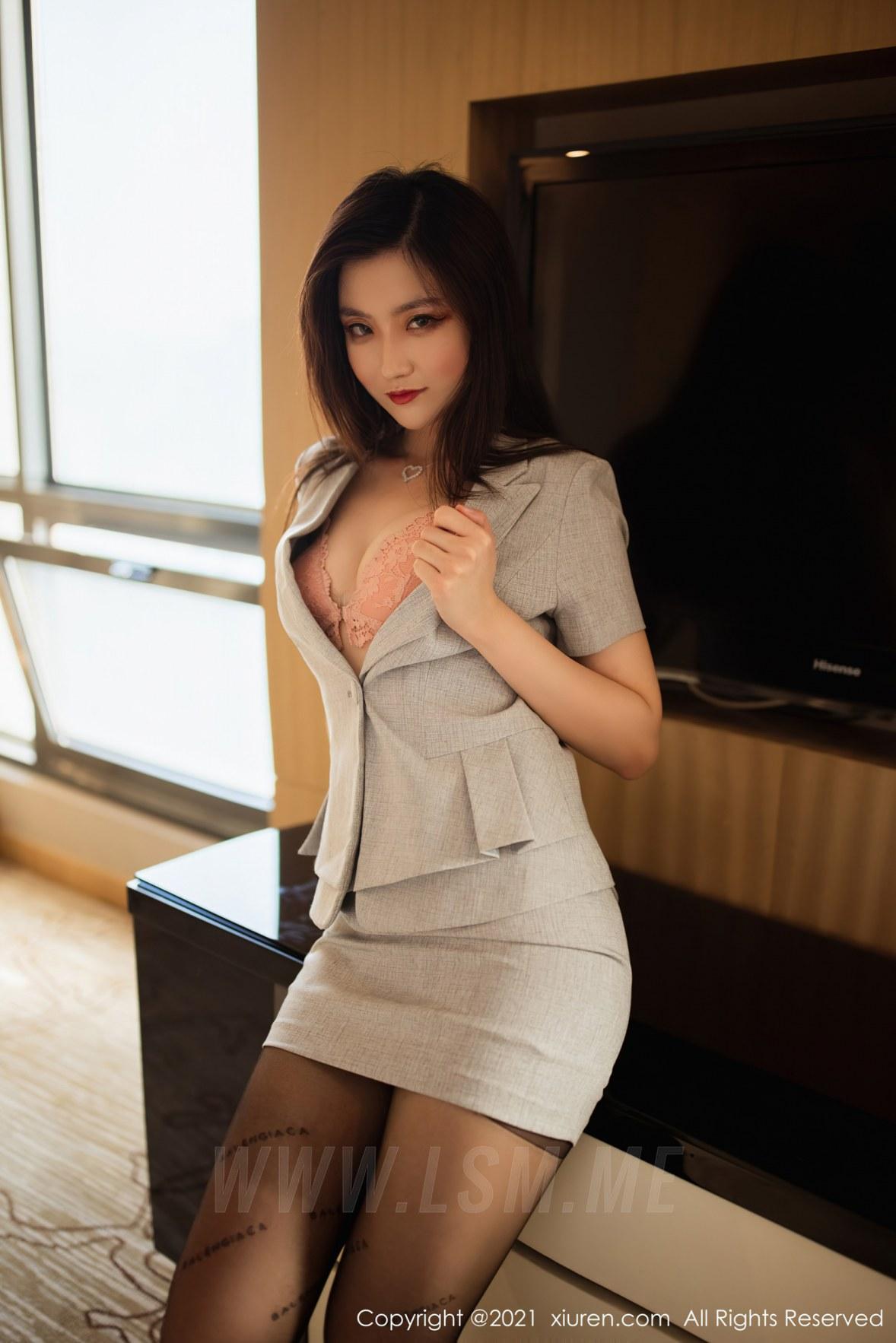 XiuRen 秀人 No.3658 职场西装 刘艾琳Allen 性感写真 - 3