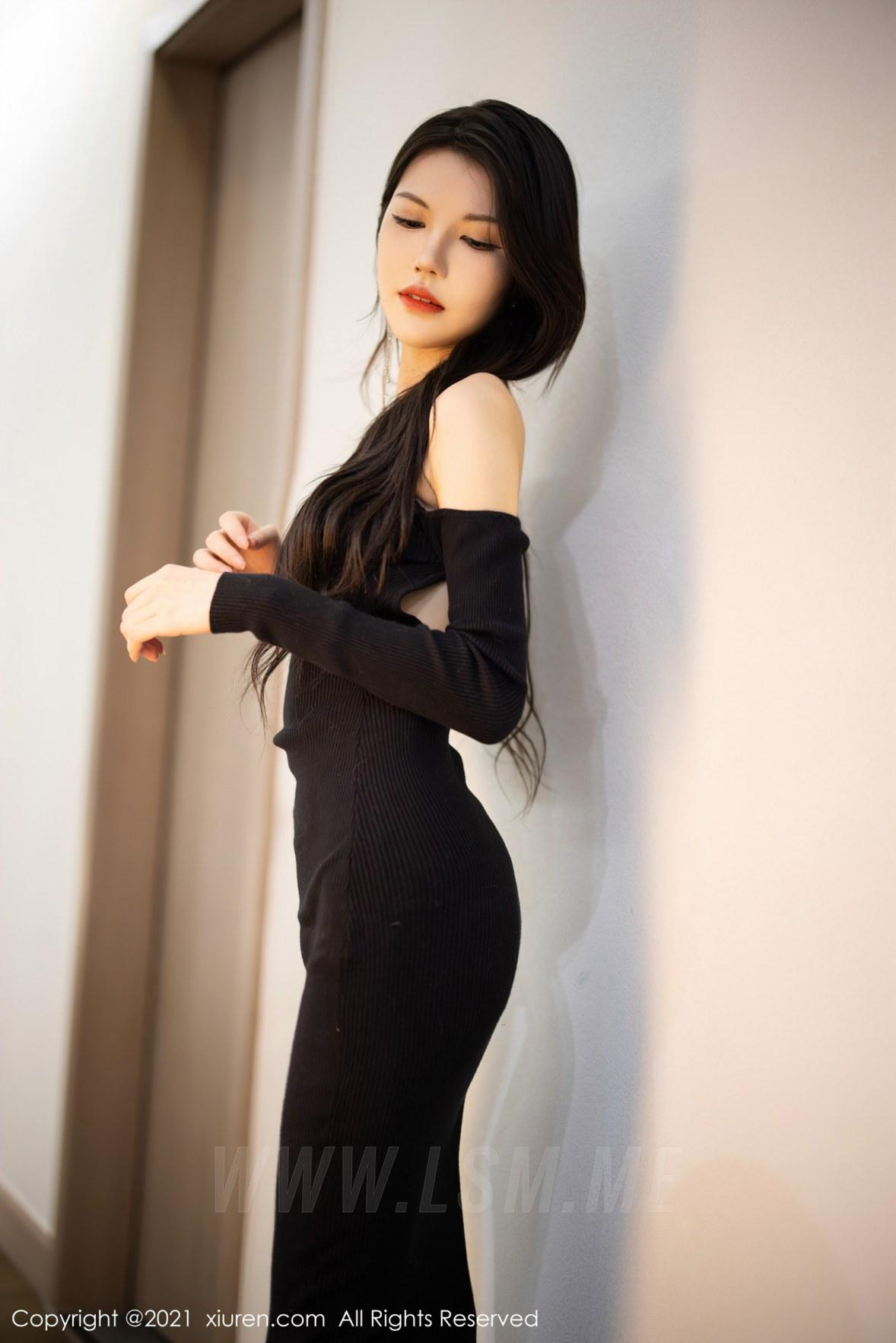 XiuRen 秀人 No.3822 新人模特 媛媛酱belle 杭州旅拍22 - 1