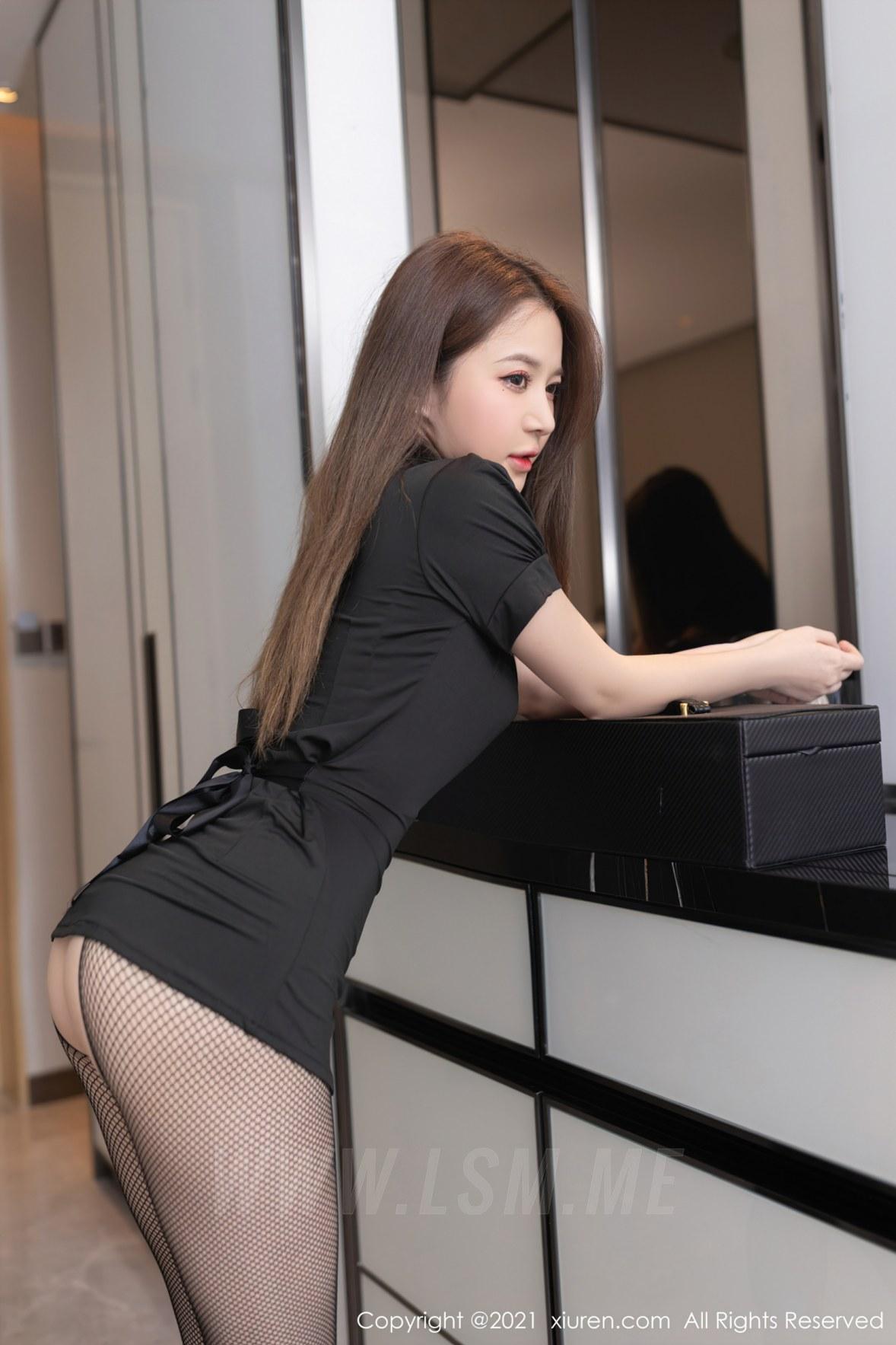 XiuRen 秀人 No.3865 暗黑女王护士主题 鱼子酱Fish 性感写真1 - 2