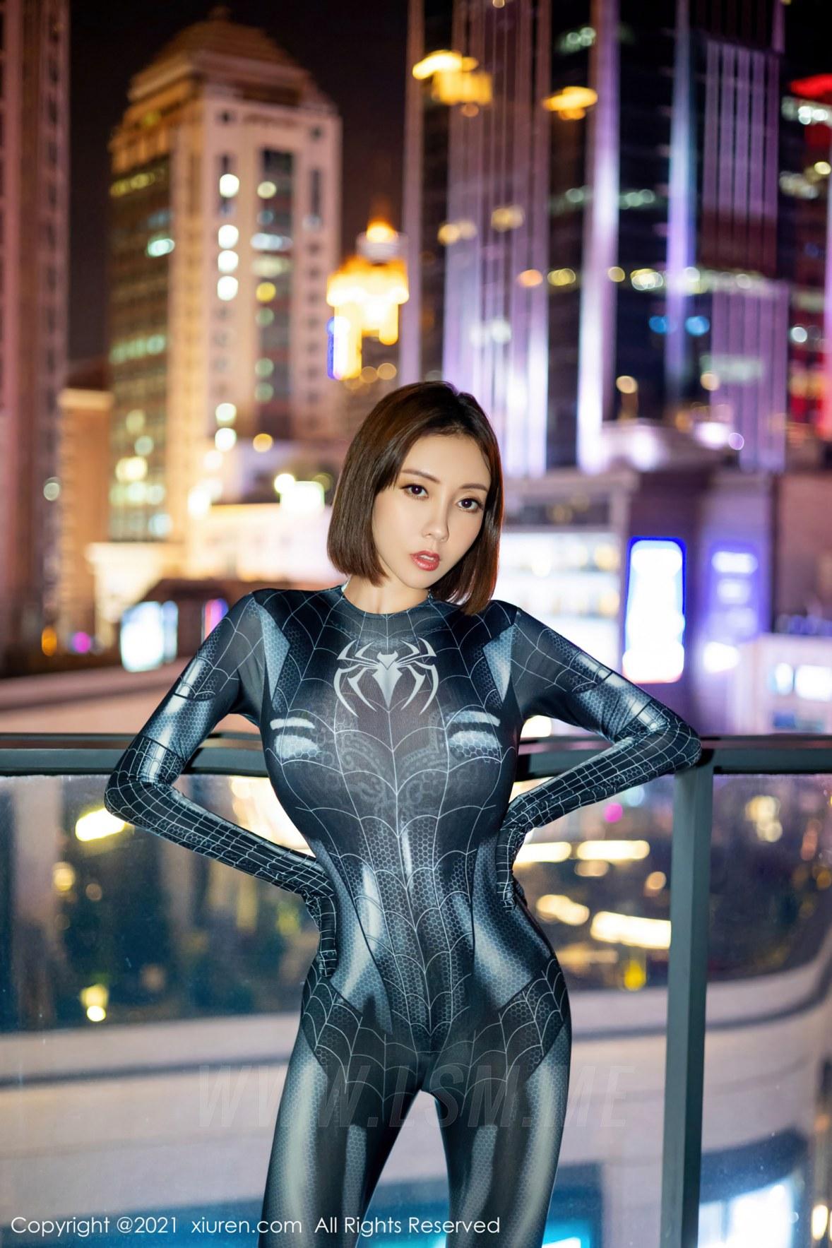 XiuRen 秀人 No.3869 蜘蛛侠情趣  果儿Victoria 性感御姐旅拍1 - 4