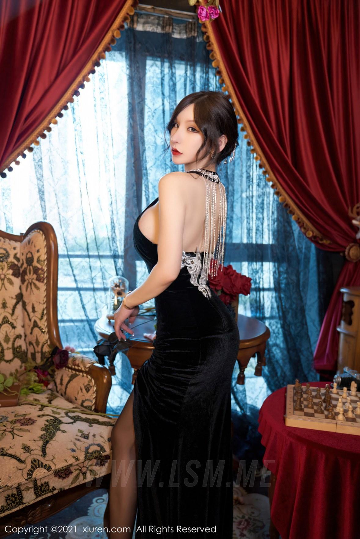 XiuRen 秀人 No.3879 黑丝吊裙 周于希Sandy 大理旅拍111 - 3