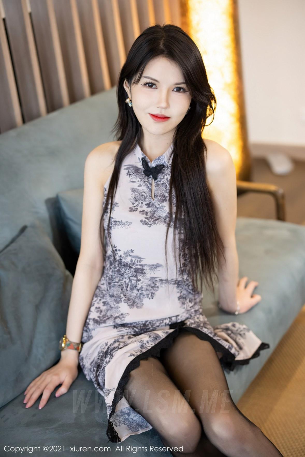 XiuRen 秀人 No.3887 古典旗袍 媛媛酱belle 杭州旅拍 - 1