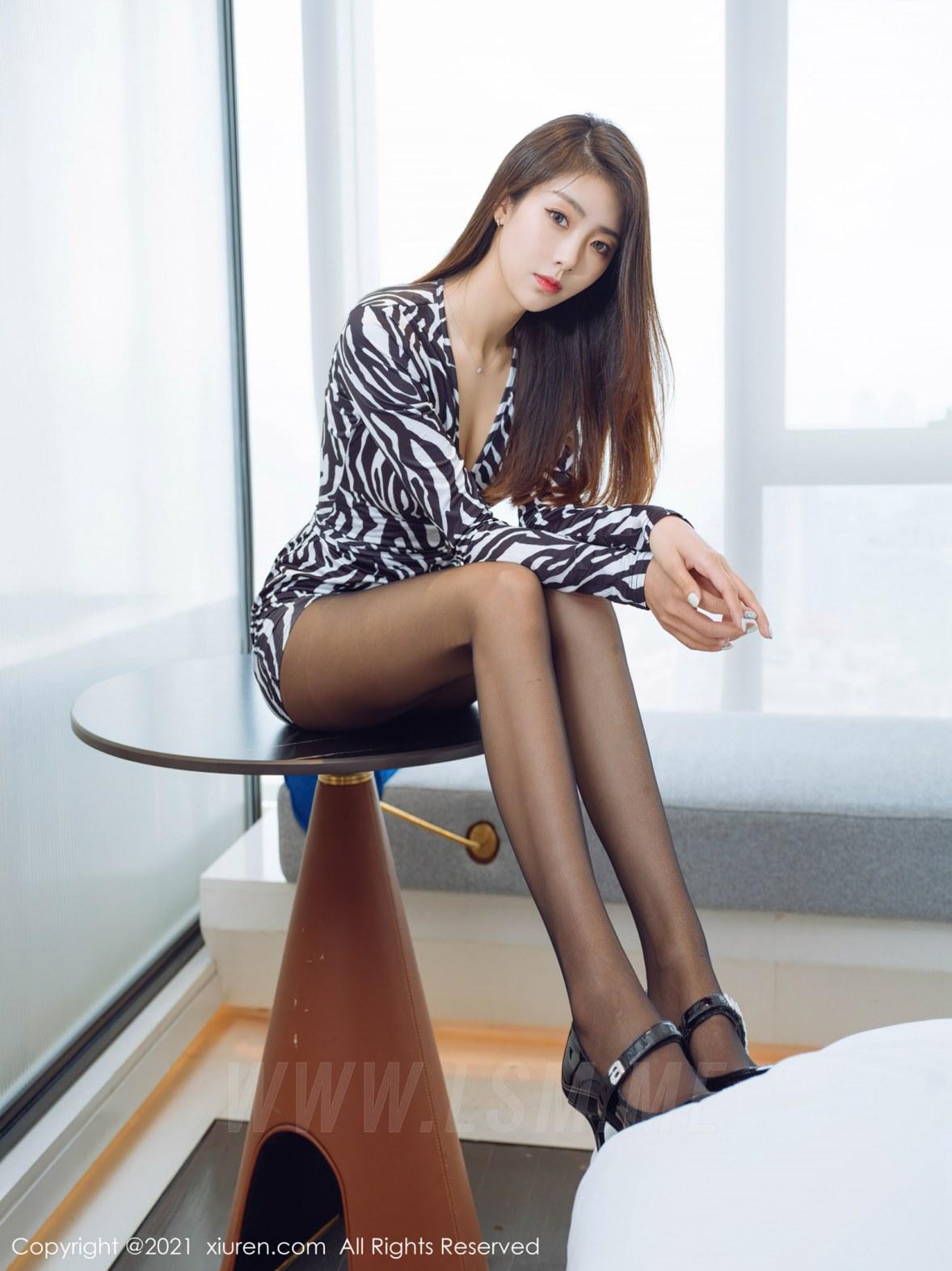 3890 022 s8a 4047 5400 - XiuRen 秀人 No.3890 斑纹短裙 可樂Vicky 性感写真2 - 秀人网 -【免费在线写真】【丽人丝语】