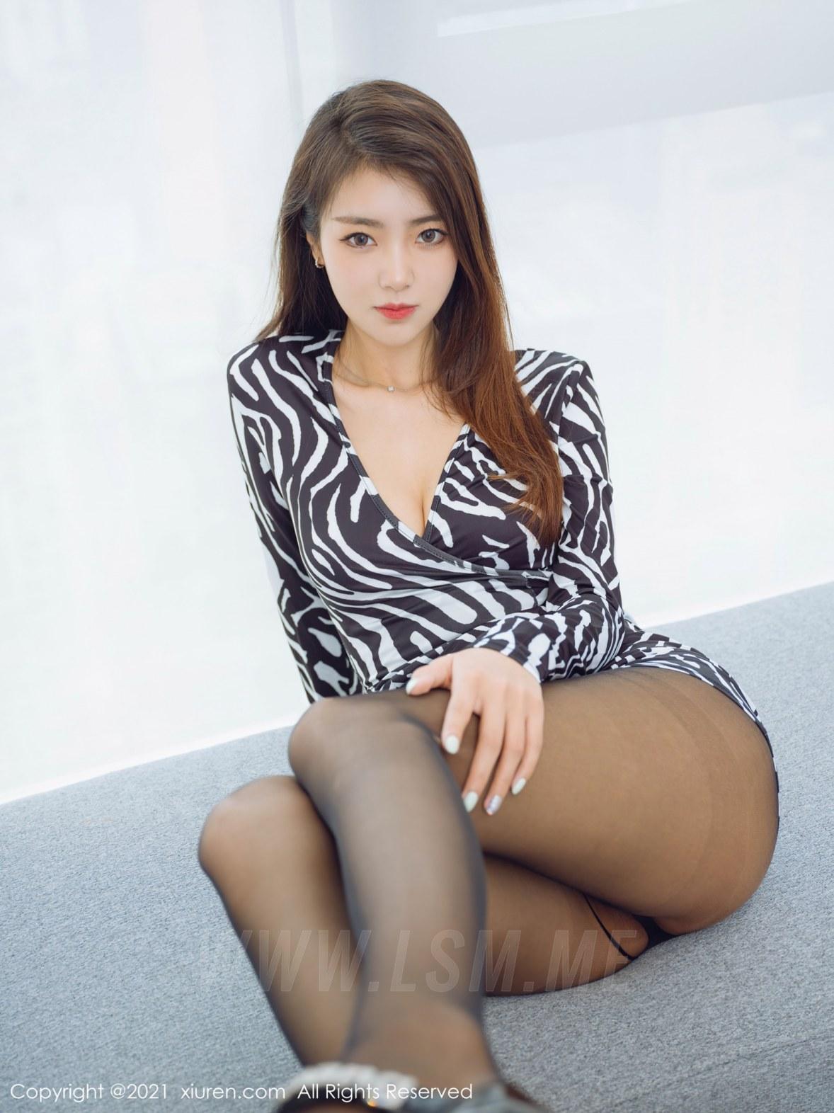 3890 029 izy 4047 5400 - XiuRen 秀人 No.3890 斑纹短裙 可樂Vicky 性感写真2 - 秀人网 -【免费在线写真】【丽人丝语】