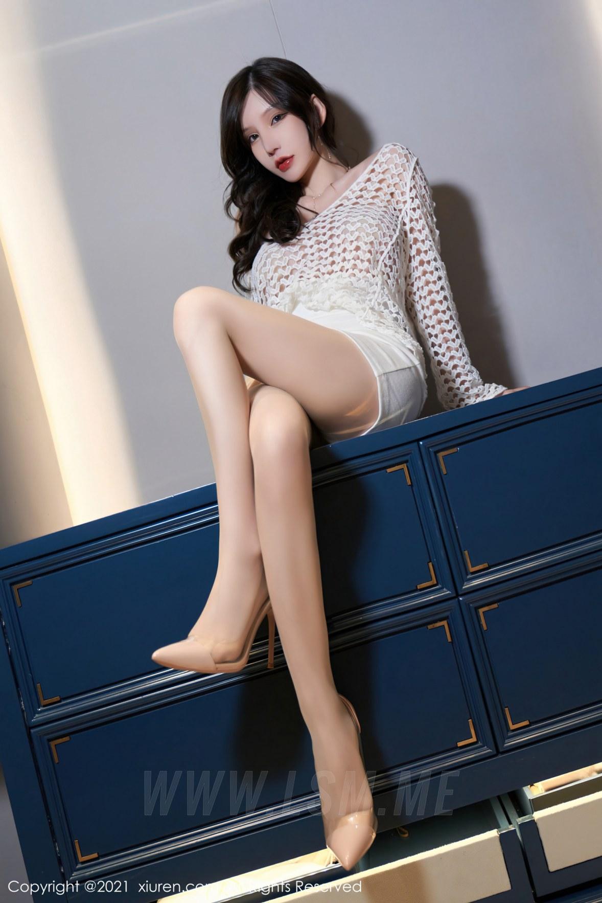 XiuRen 秀人 No.3897 OL短裙 周于希Sandy 大理旅拍11 - 1